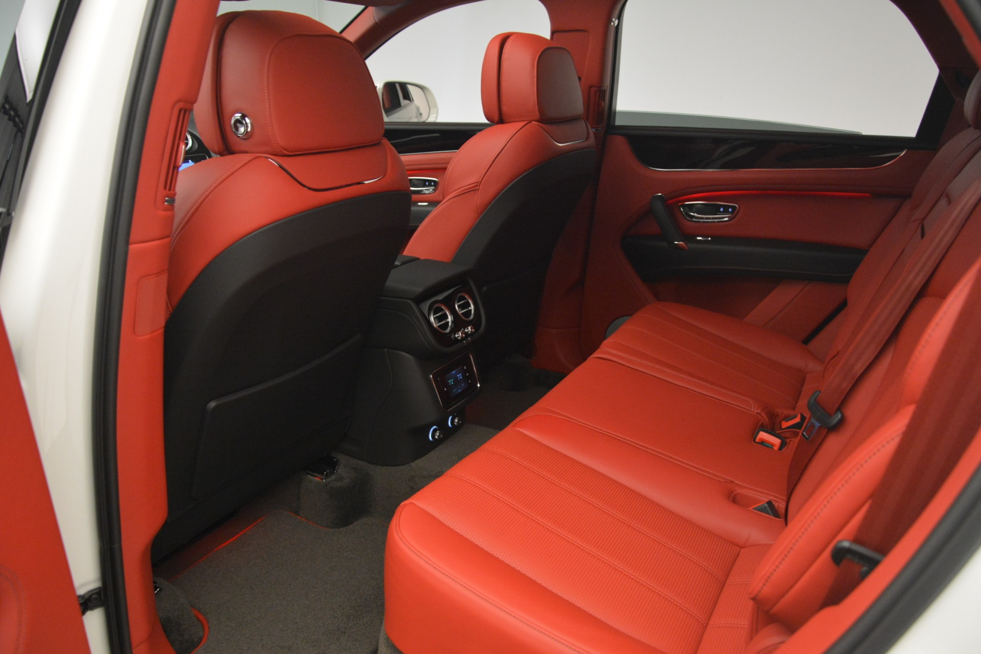 New 2019 Bentley Bentayga V8 For Sale In Westport, CT 2673_p24