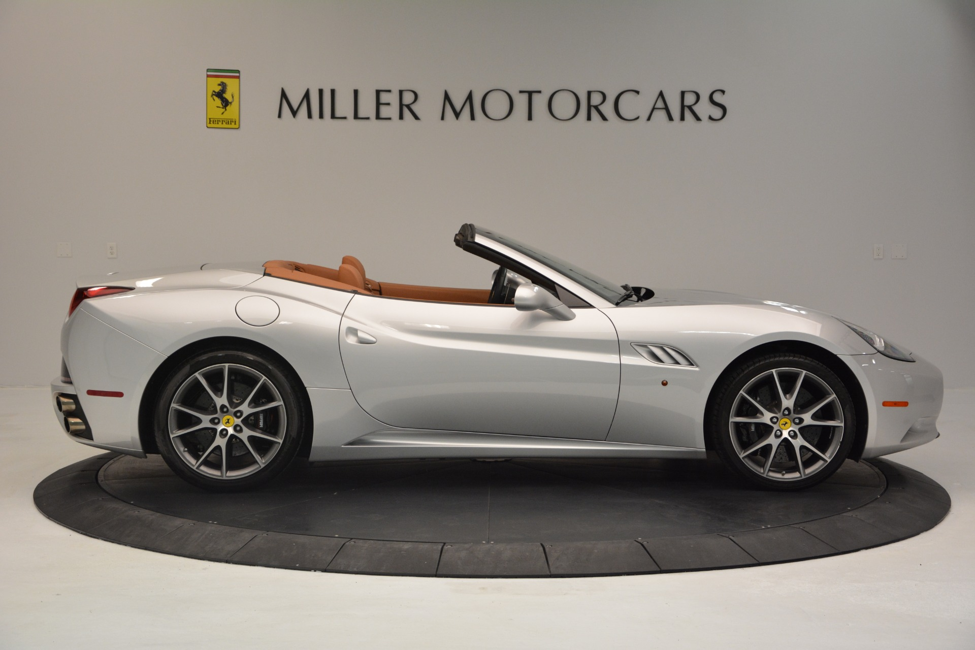 Used 2010 Ferrari California  For Sale In Westport, CT 2732_p9