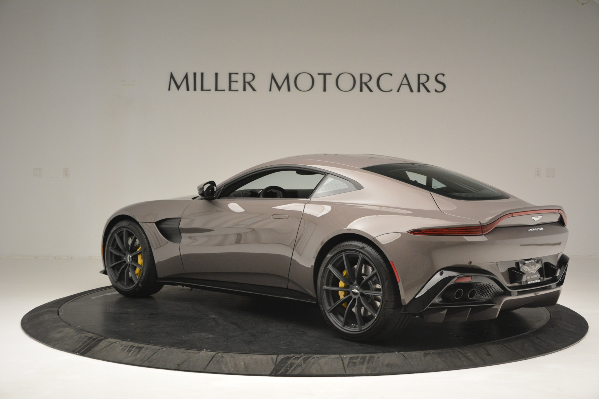 Used 2019 Aston Martin Vantage Coupe For Sale In Westport, CT 2901_p6