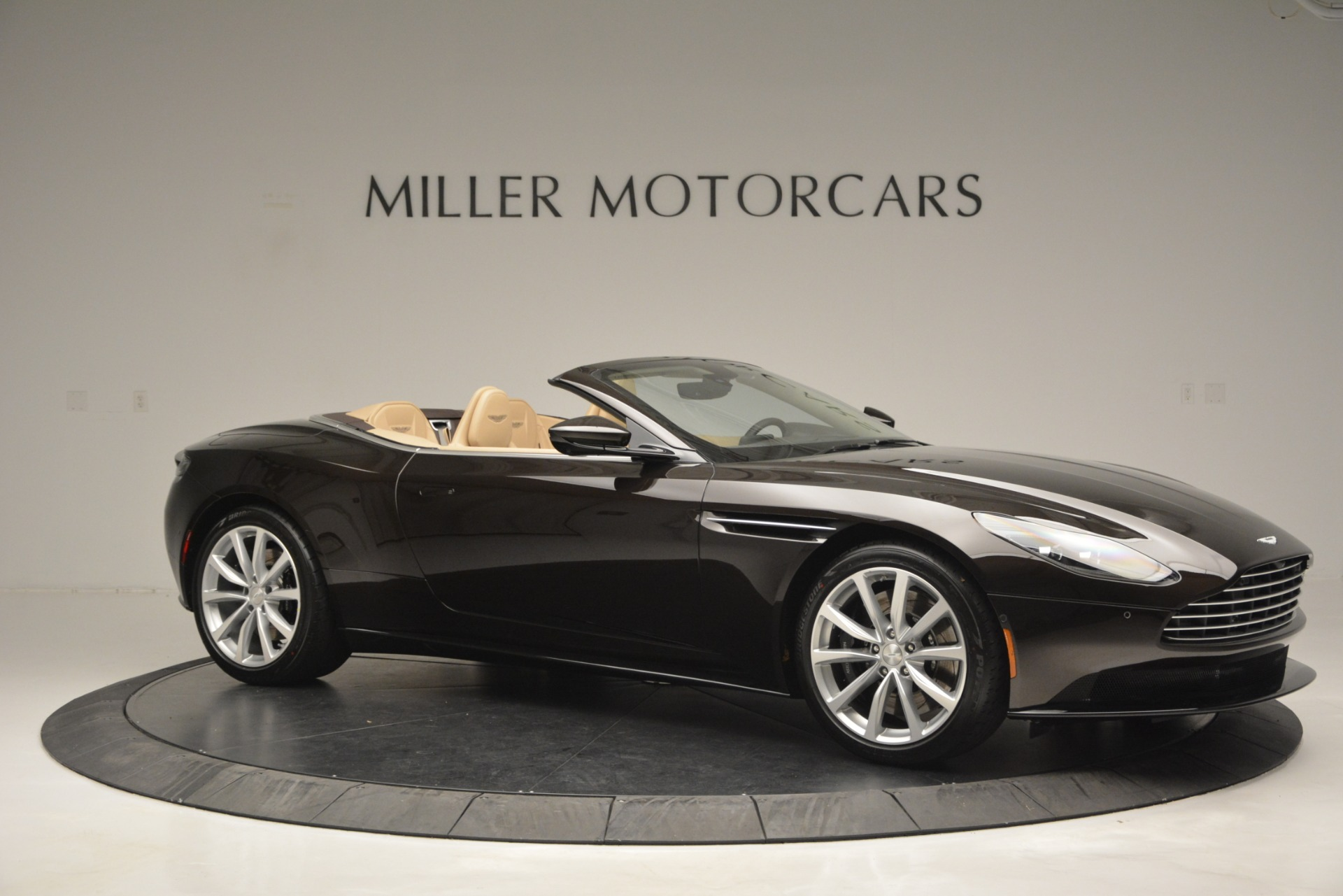 New 2019 Aston Martin DB11 Volante For Sale In Westport, CT 2905_p10