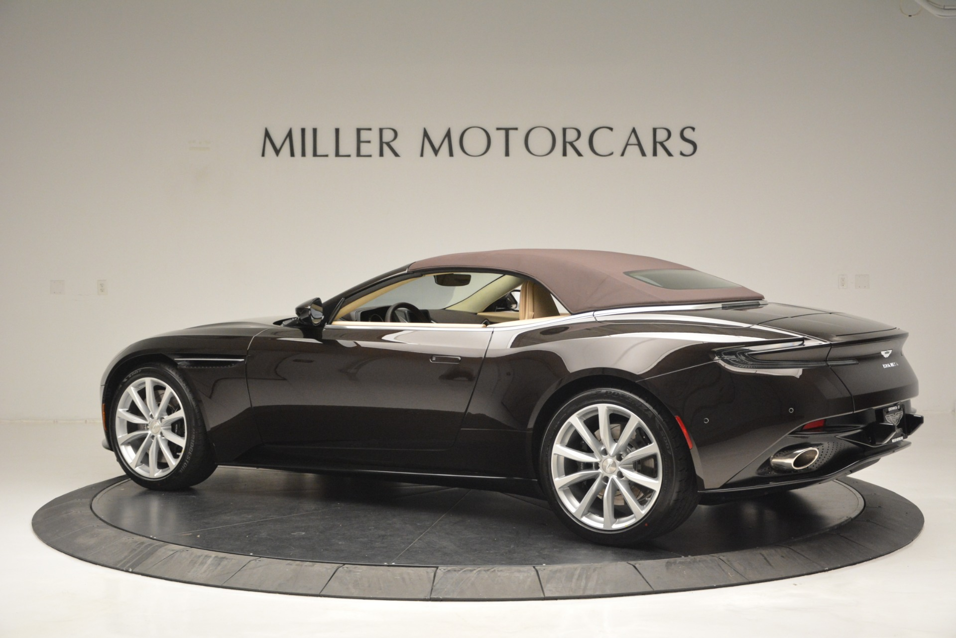 New 2019 Aston Martin DB11 Volante For Sale In Westport, CT 2905_p16
