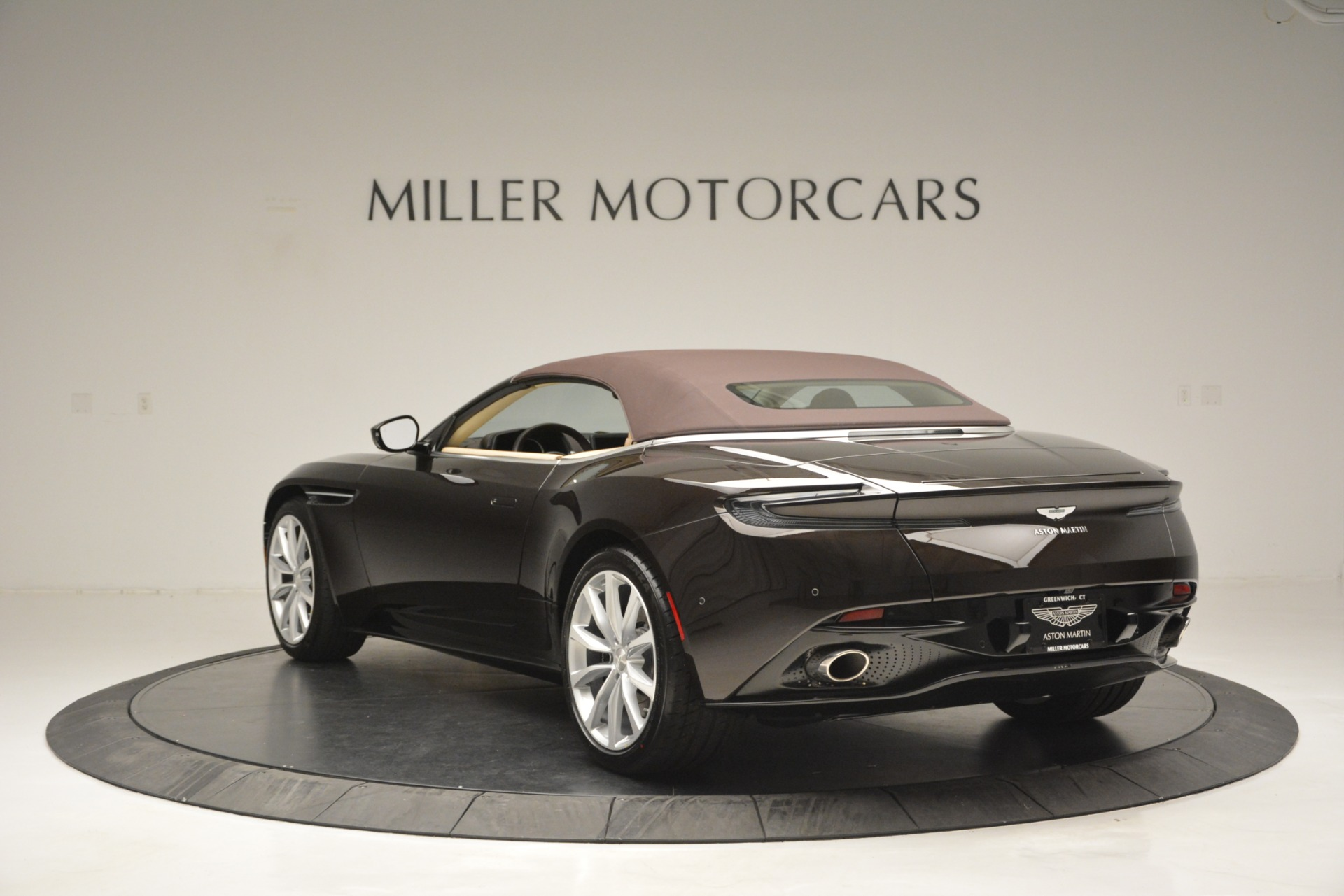 New 2019 Aston Martin DB11 Volante For Sale In Westport, CT 2905_p17