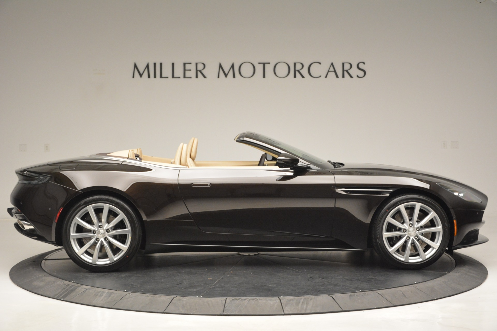 New 2019 Aston Martin DB11 Volante For Sale In Westport, CT 2905_p9