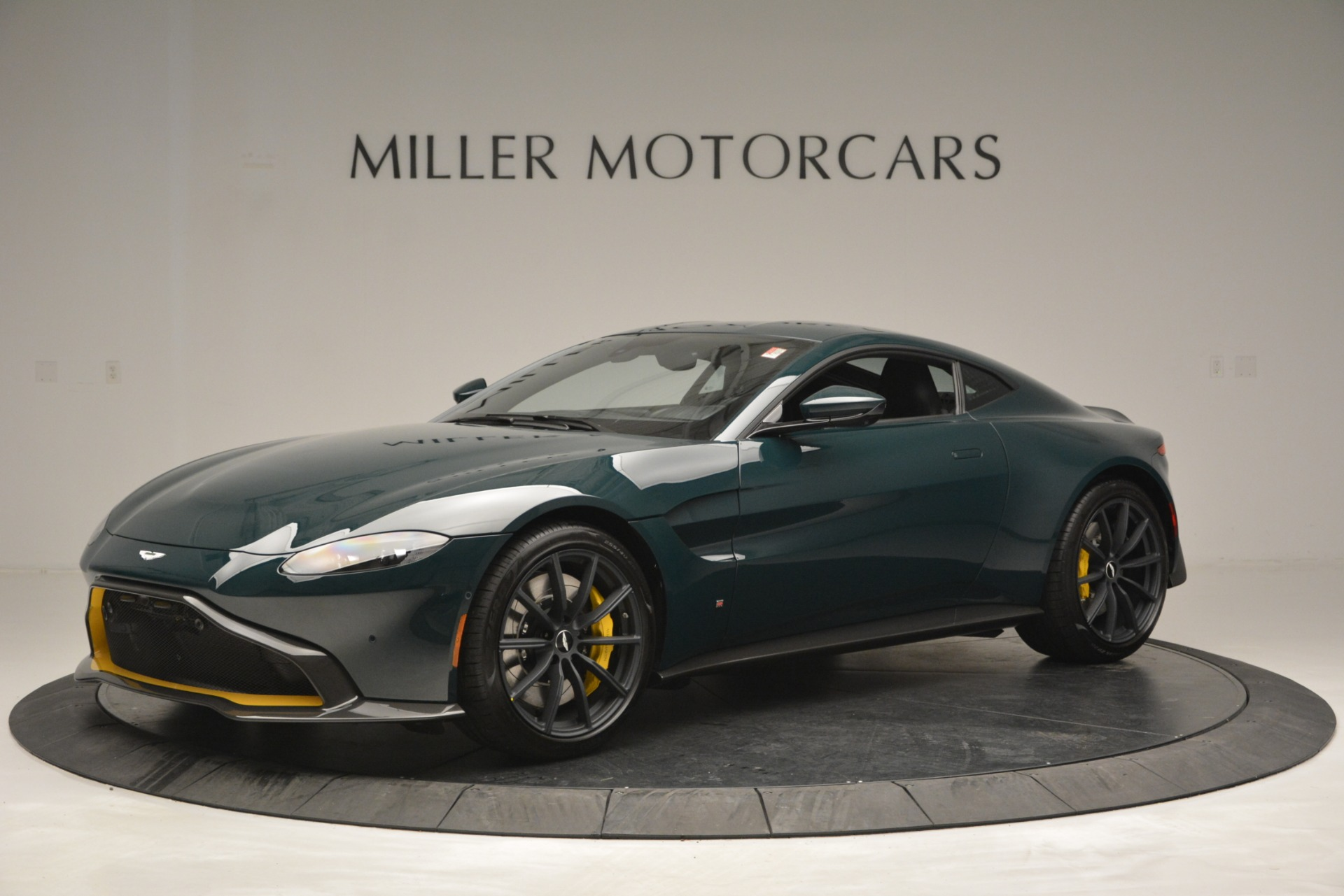 New 2019 Aston Martin Vantage Coupe For Sale In Westport, CT 2929_main