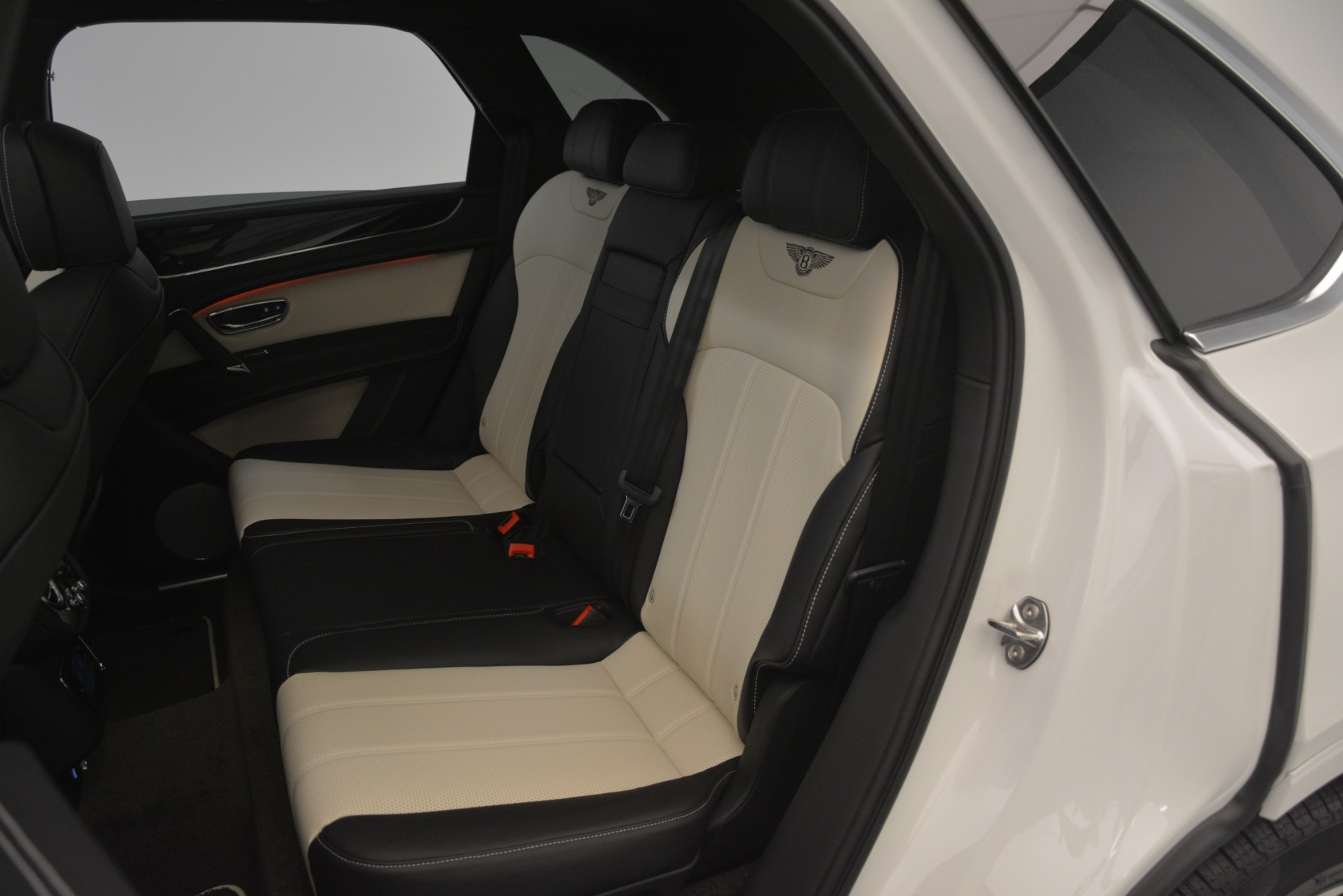 New 2019 Bentley Bentayga V8 For Sale In Westport, CT 2937_p24