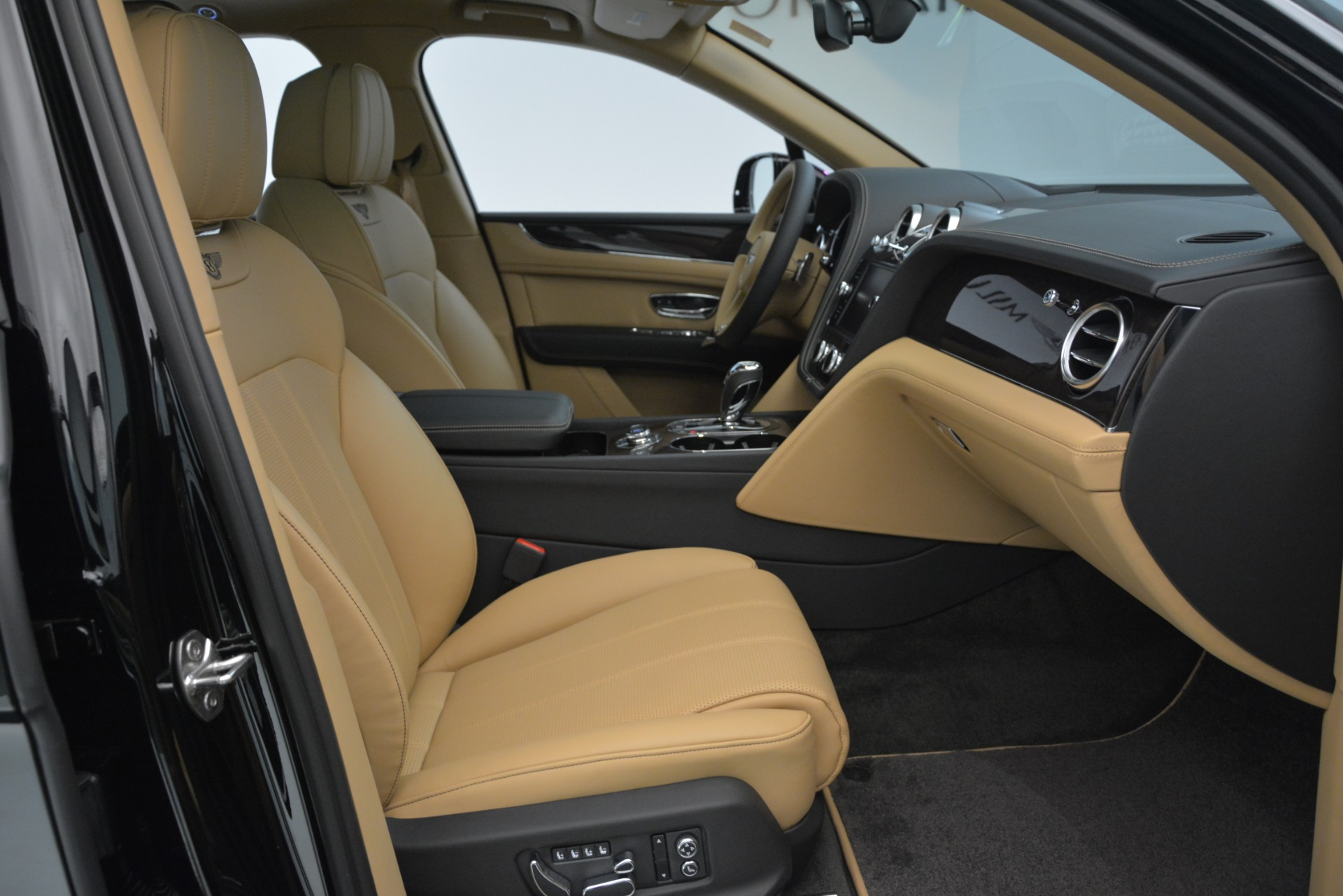 New 2019 Bentley Bentayga V8 For Sale In Westport, CT 2939_p22