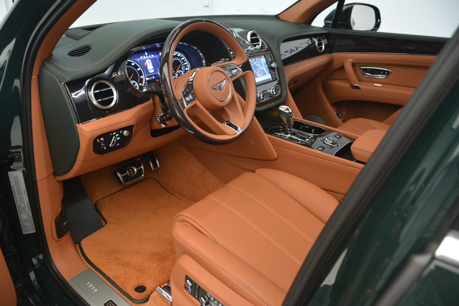 New 2019 Bentley Bentayga V8 For Sale In Westport, CT 2940_p15