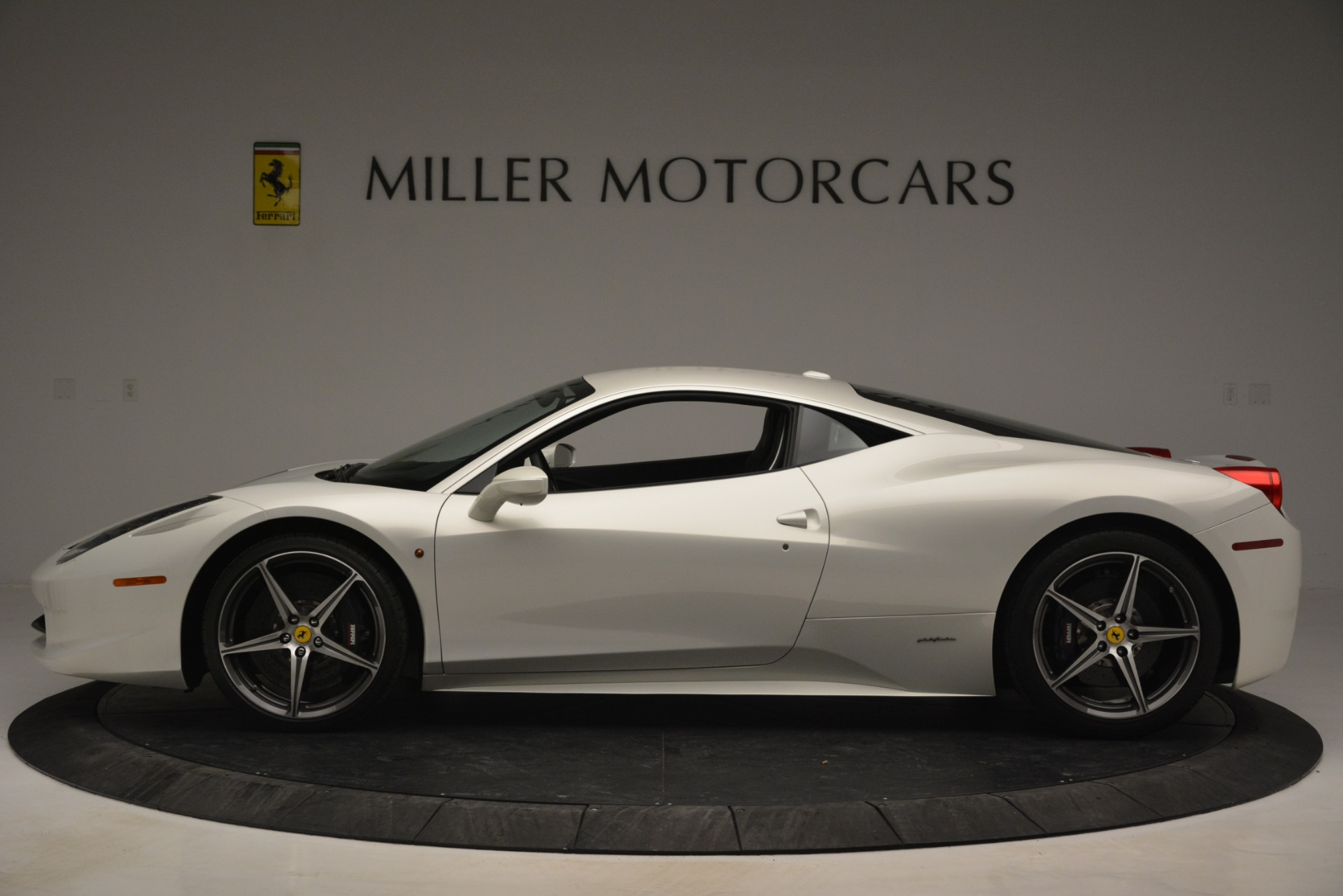 Used 2014 Ferrari 458 Italia  For Sale In Westport, CT 2959_p3