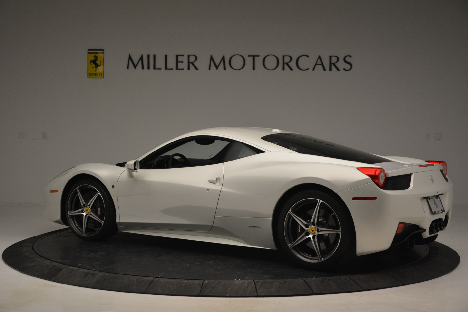 Used 2014 Ferrari 458 Italia  For Sale In Westport, CT 2959_p4