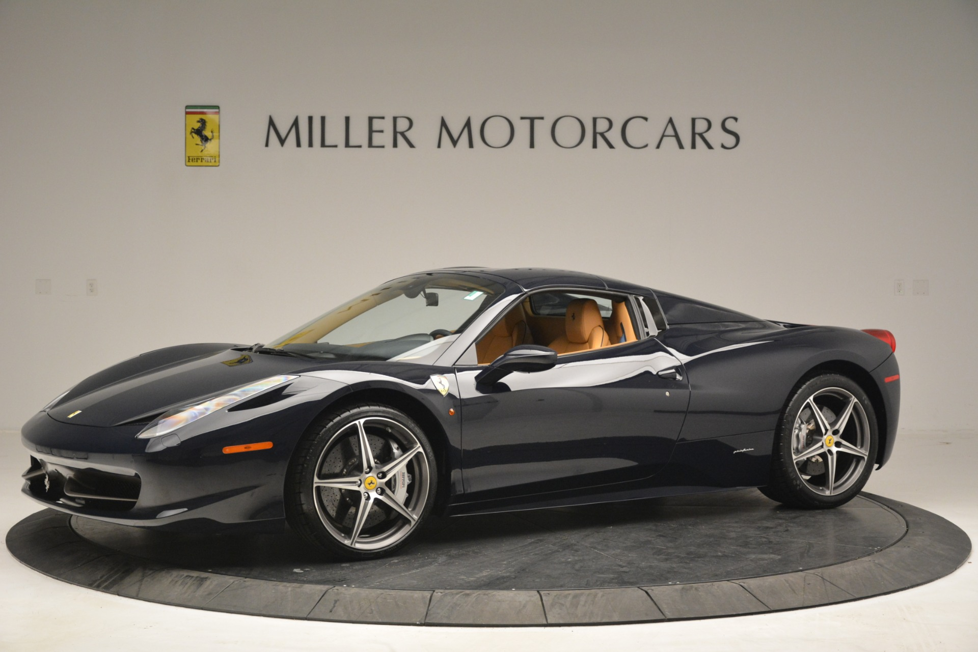 Used 2014 Ferrari 458 Spider  For Sale In Westport, CT 2964_p14