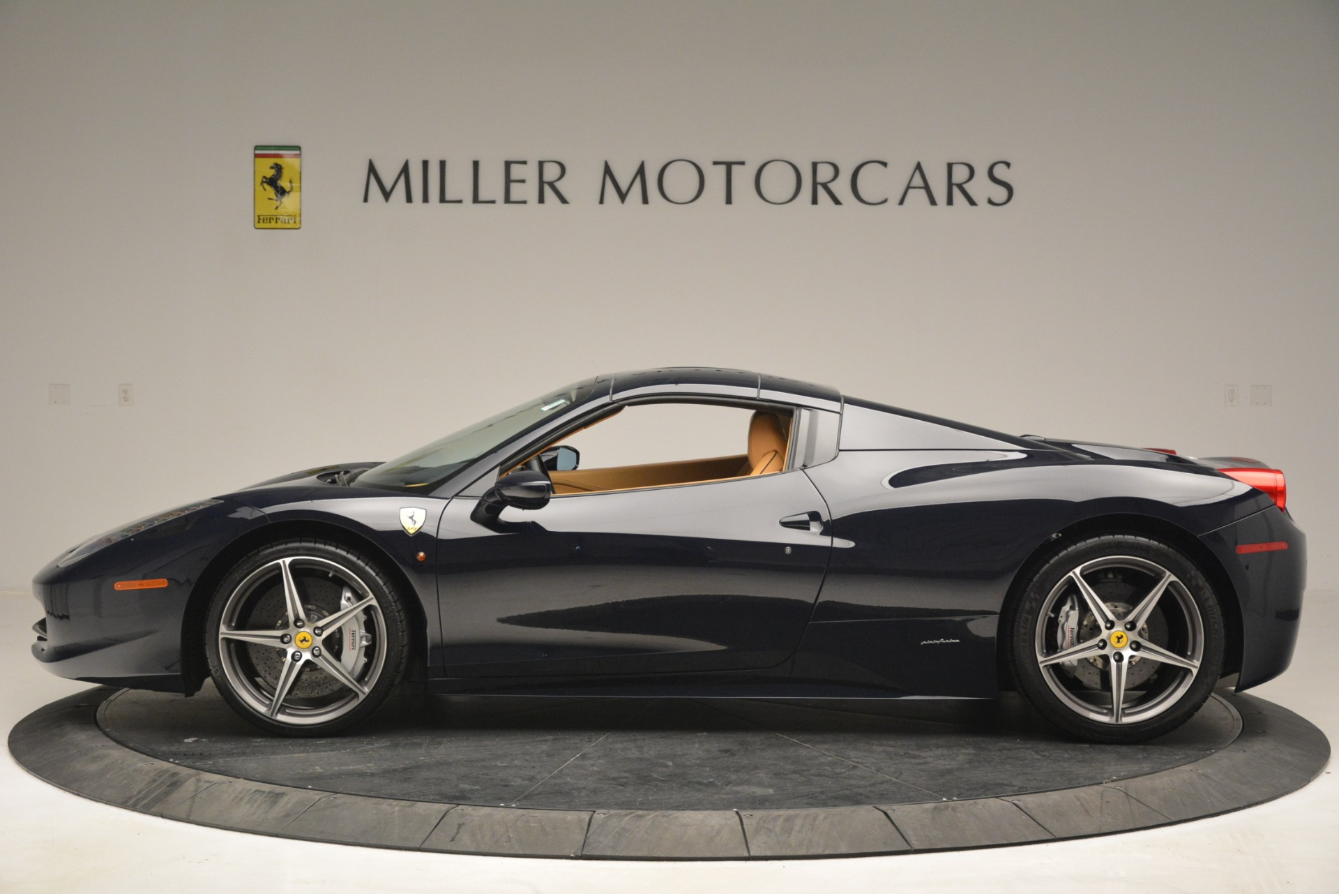 Used 2014 Ferrari 458 Spider  For Sale In Westport, CT 2964_p15