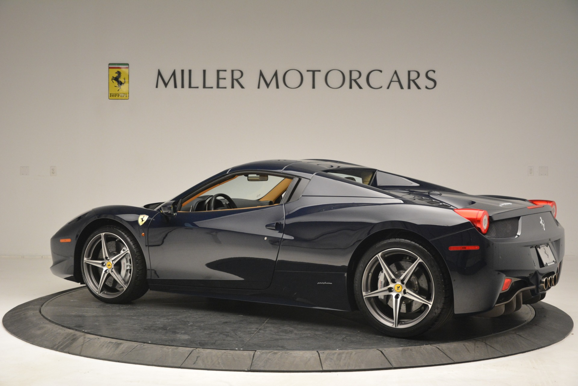 Used 2014 Ferrari 458 Spider  For Sale In Westport, CT 2964_p16