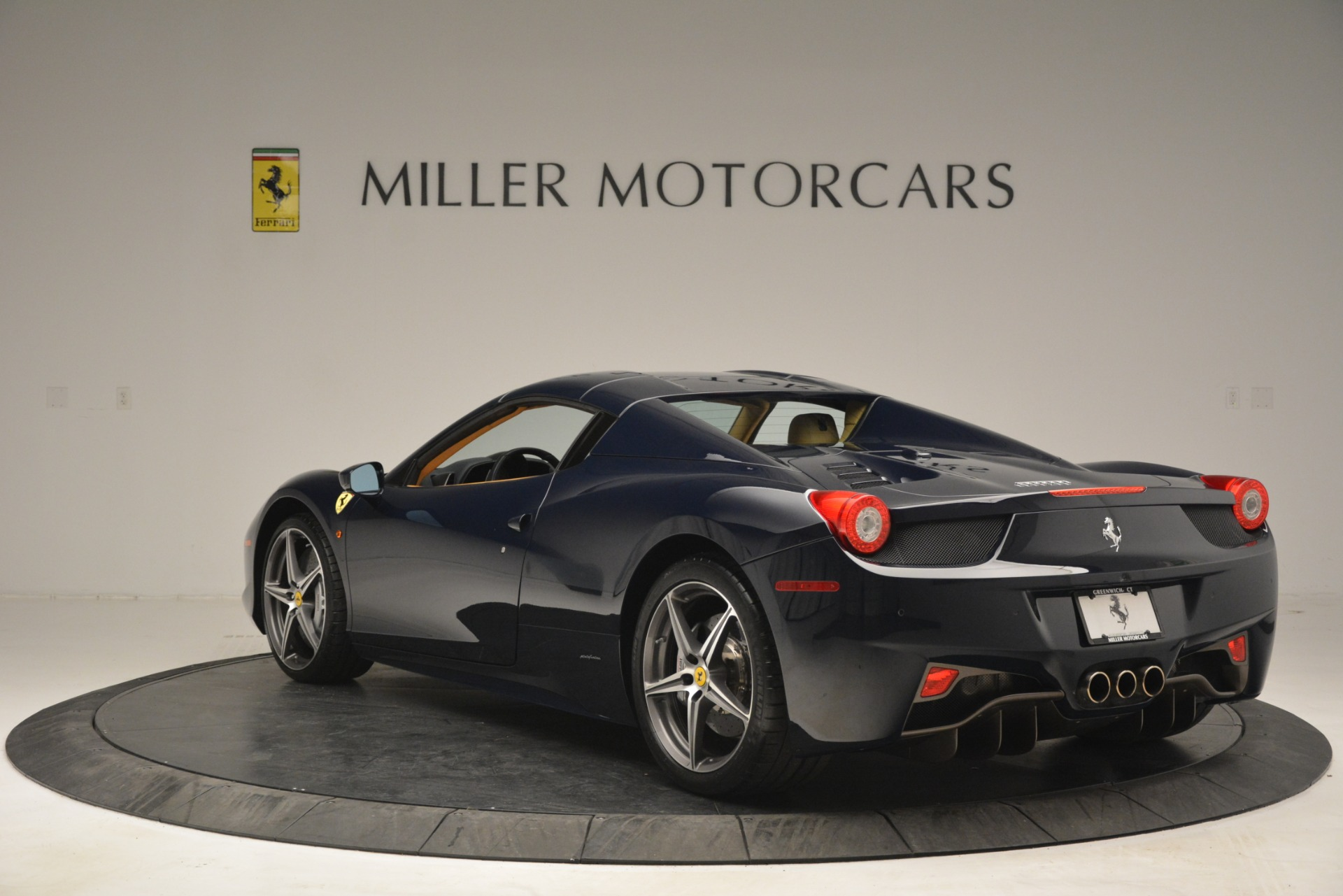 Used 2014 Ferrari 458 Spider  For Sale In Westport, CT 2964_p17