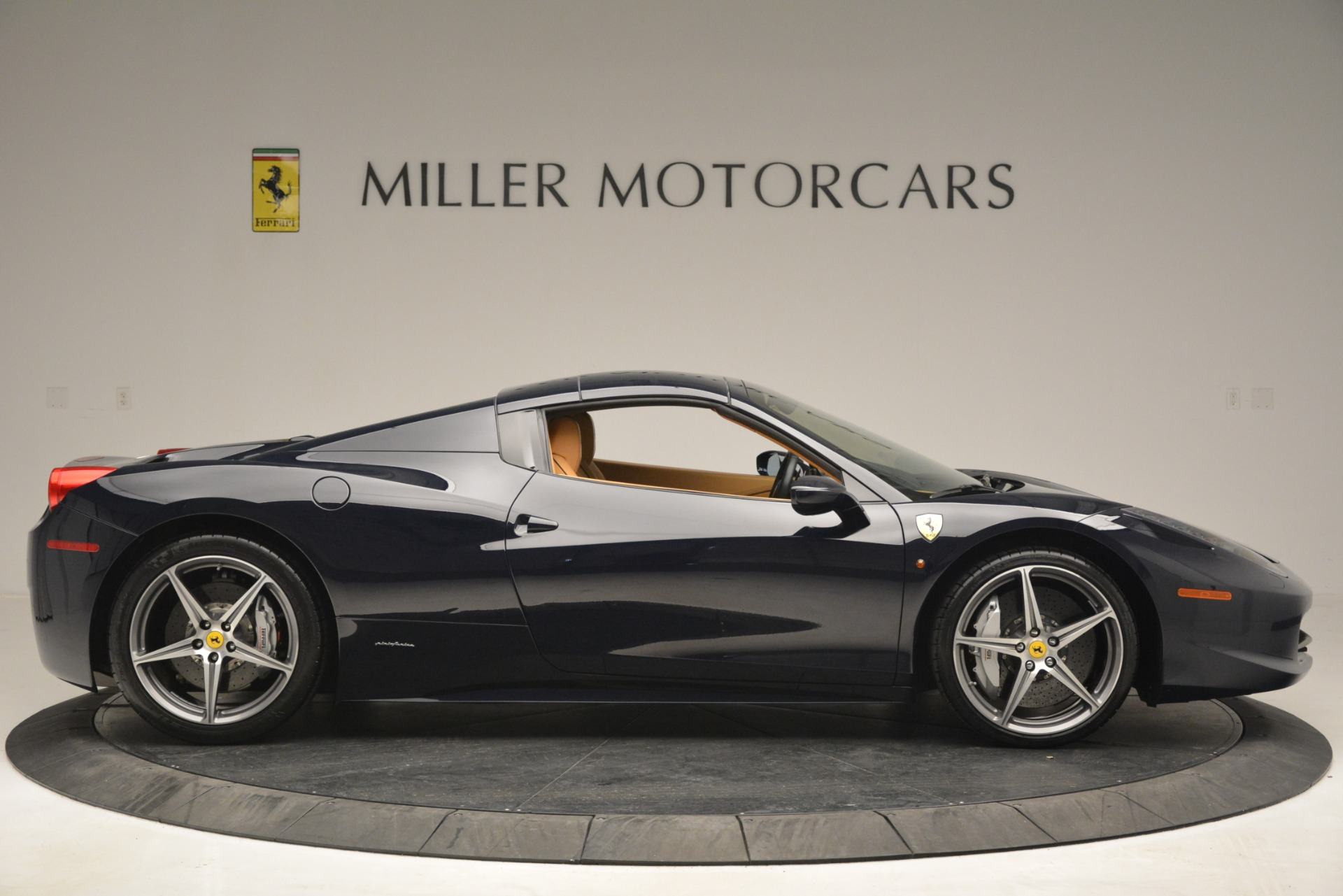 Used 2014 Ferrari 458 Spider  For Sale In Westport, CT 2964_p21