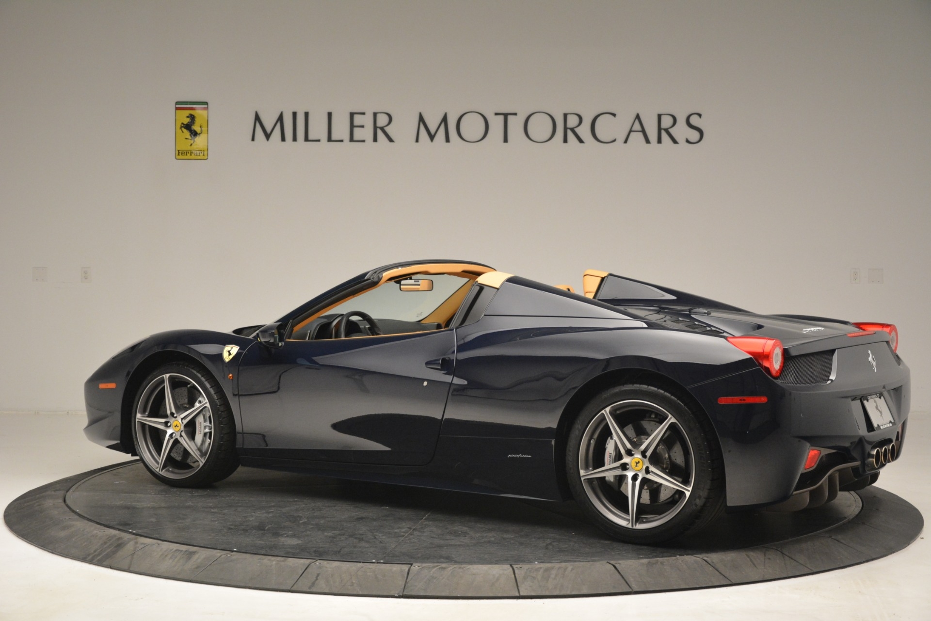 Used 2014 Ferrari 458 Spider  For Sale In Westport, CT 2964_p4
