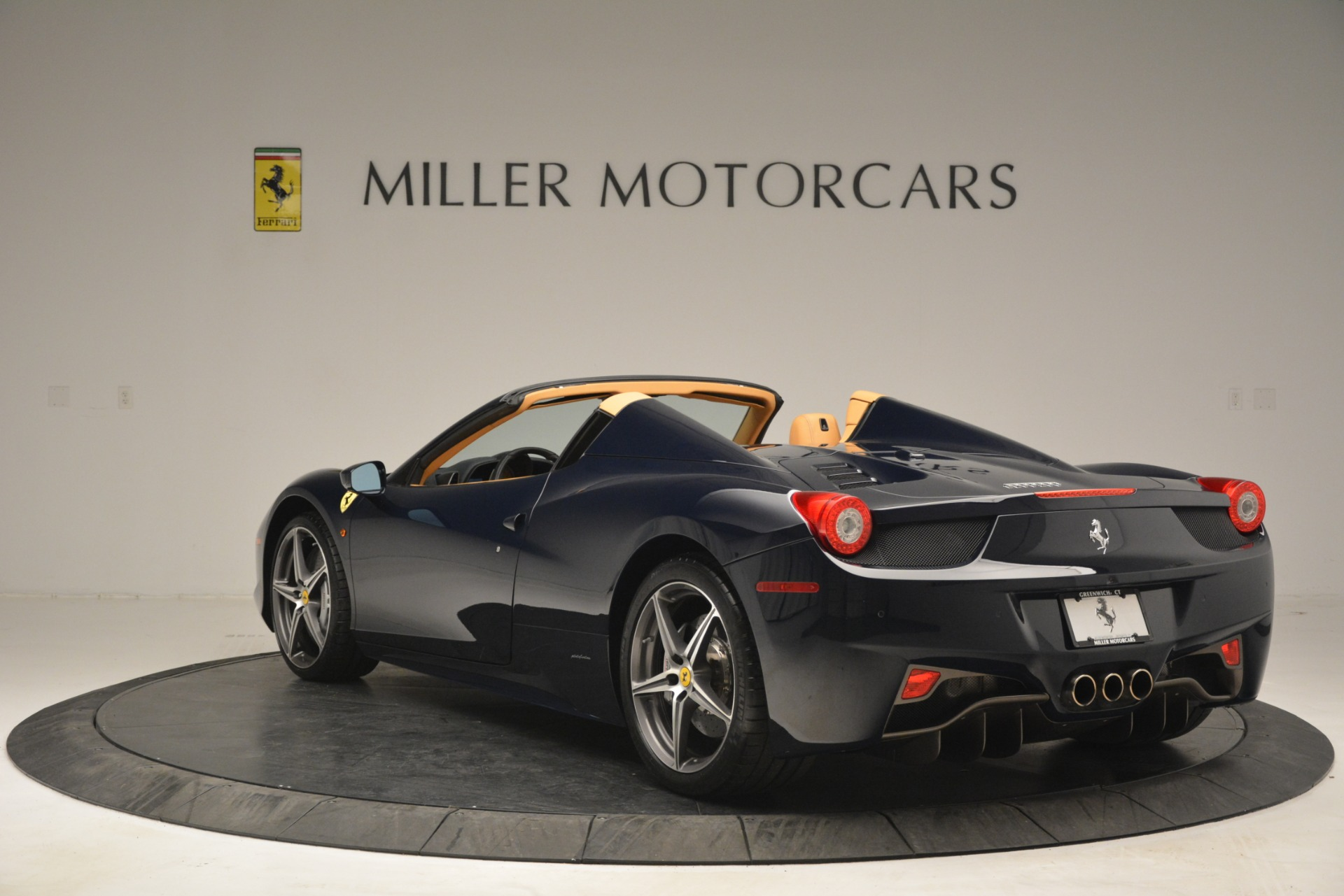 Used 2014 Ferrari 458 Spider  For Sale In Westport, CT 2964_p5