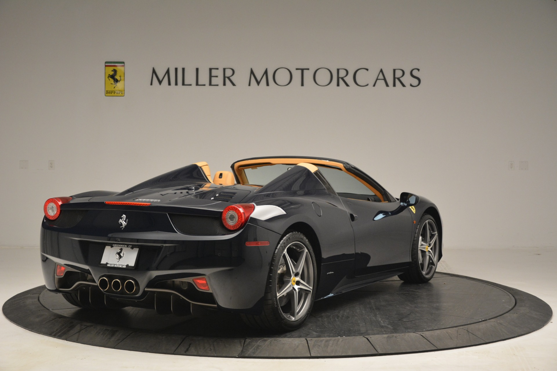 Used 2014 Ferrari 458 Spider  For Sale In Westport, CT 2964_p7