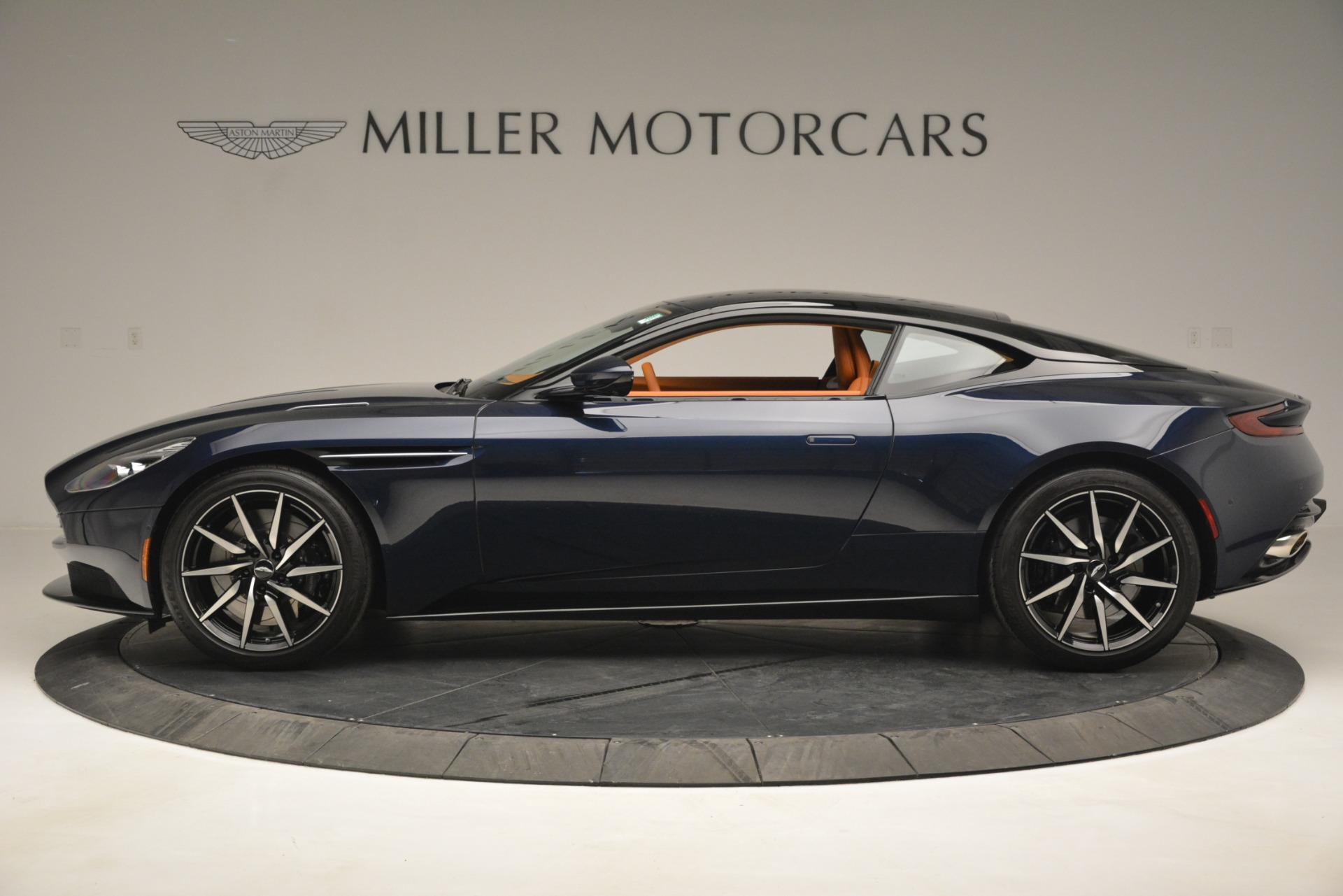 Used 2018 Aston Martin DB11 V12 Coupe For Sale In Westport, CT 2969_p3