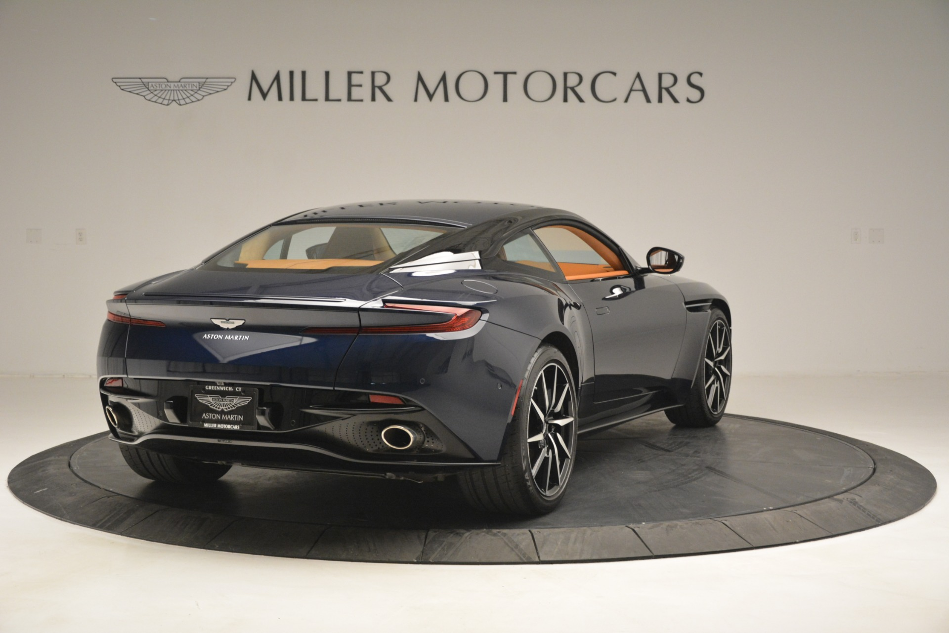 Used 2018 Aston Martin DB11 V12 Coupe For Sale In Westport, CT 2969_p7