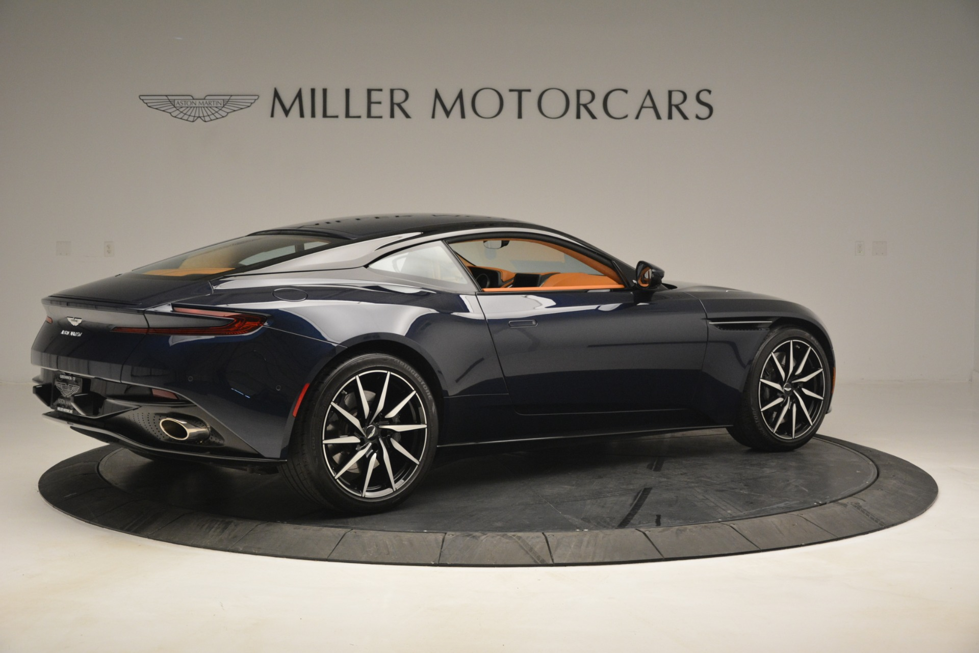 Used 2018 Aston Martin DB11 V12 Coupe For Sale In Westport, CT 2969_p8
