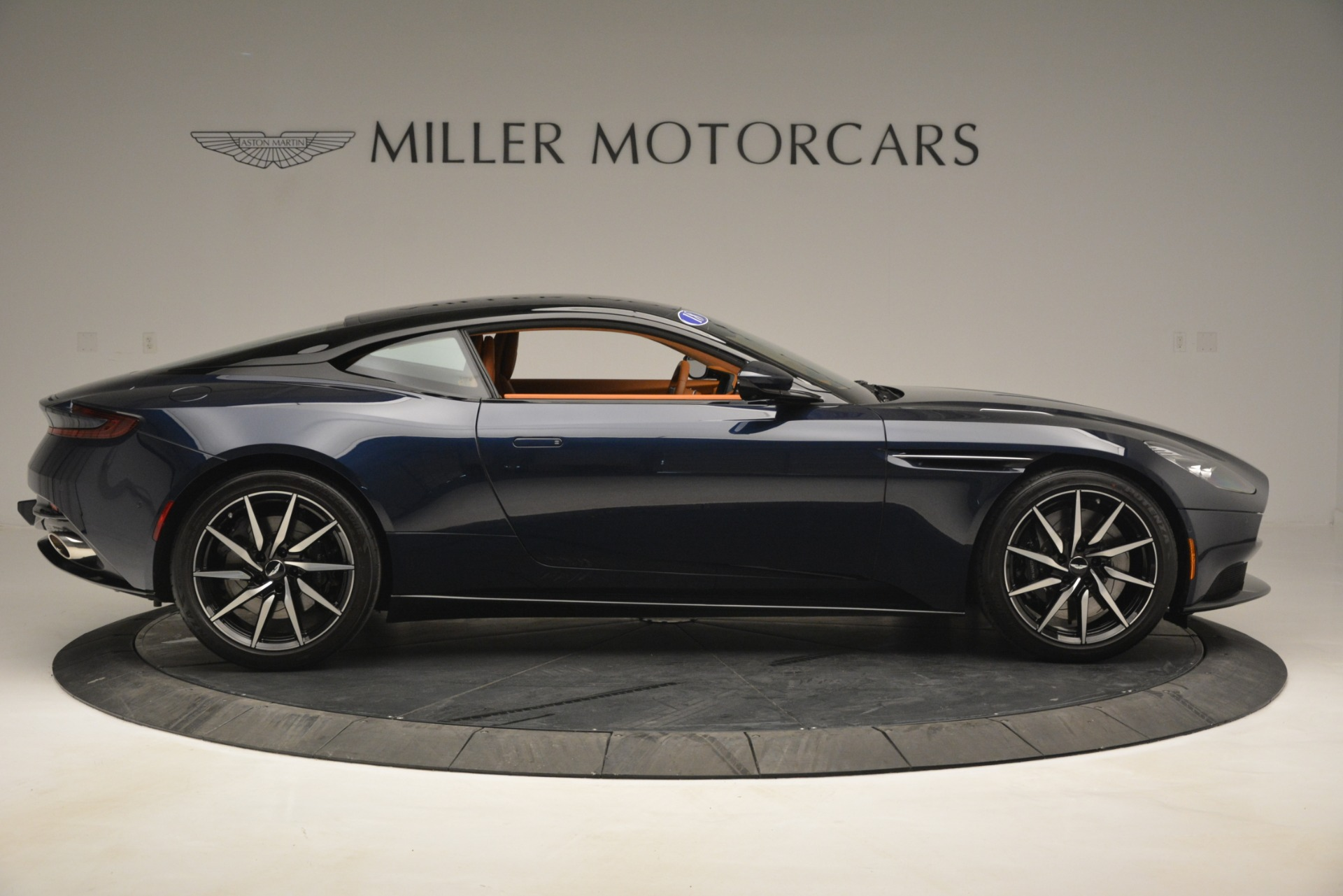 Used 2018 Aston Martin DB11 V12 Coupe For Sale In Westport, CT 2969_p9