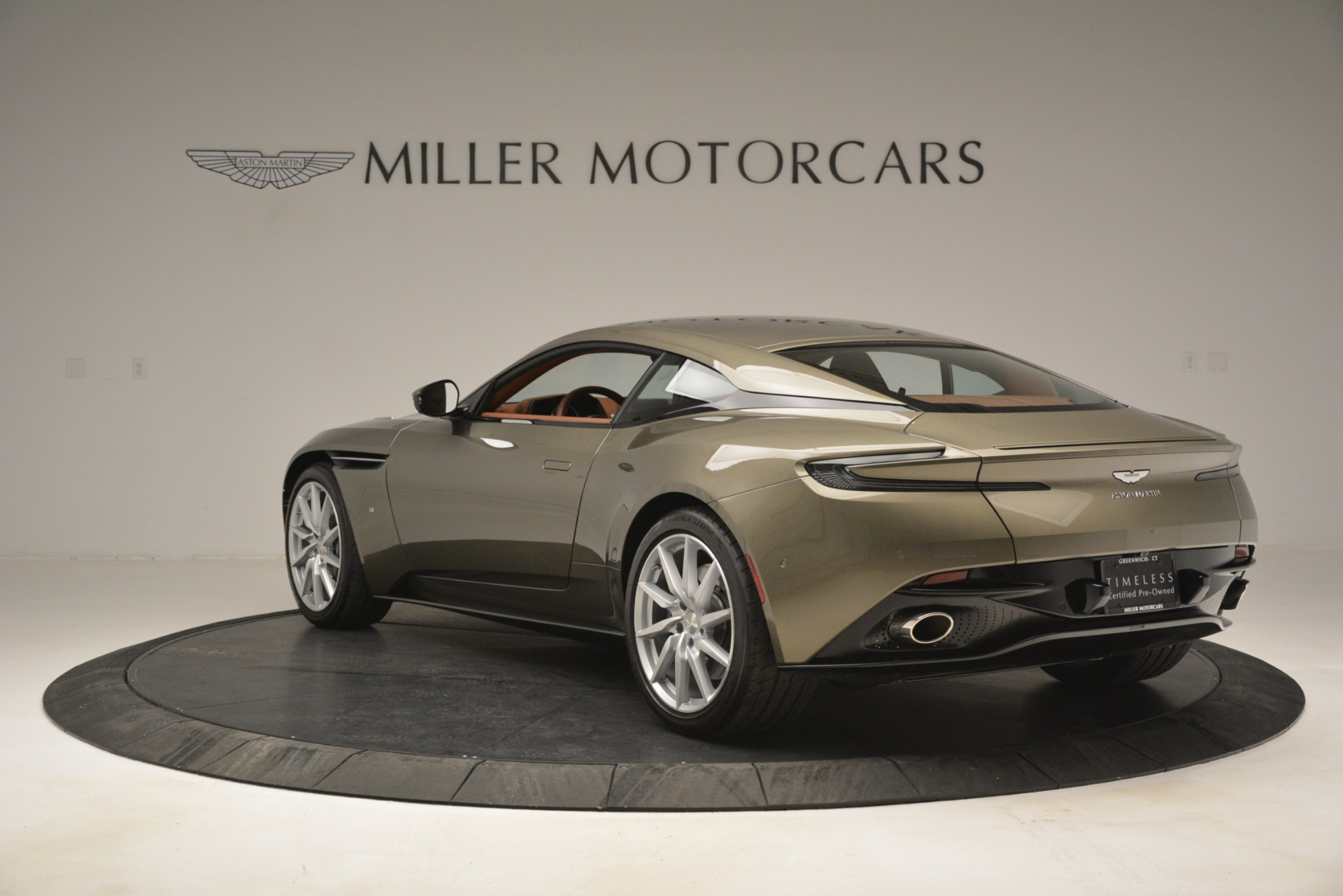 Used 2018 Aston Martin DB11 V12 Coupe For Sale In Westport, CT 2970_p5