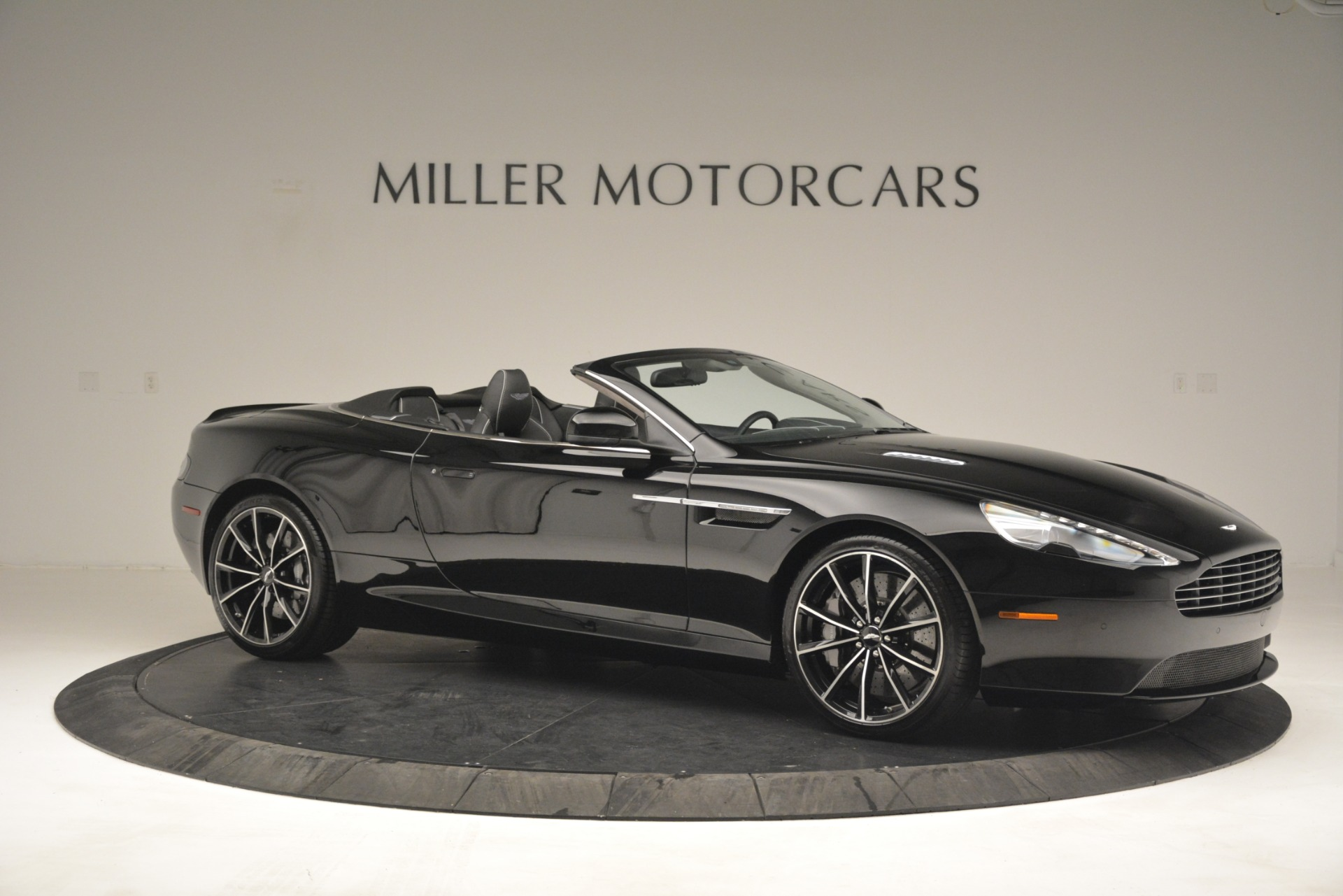 Used 2016 Aston Martin DB9 Convertible For Sale In Westport, CT 2971_p10