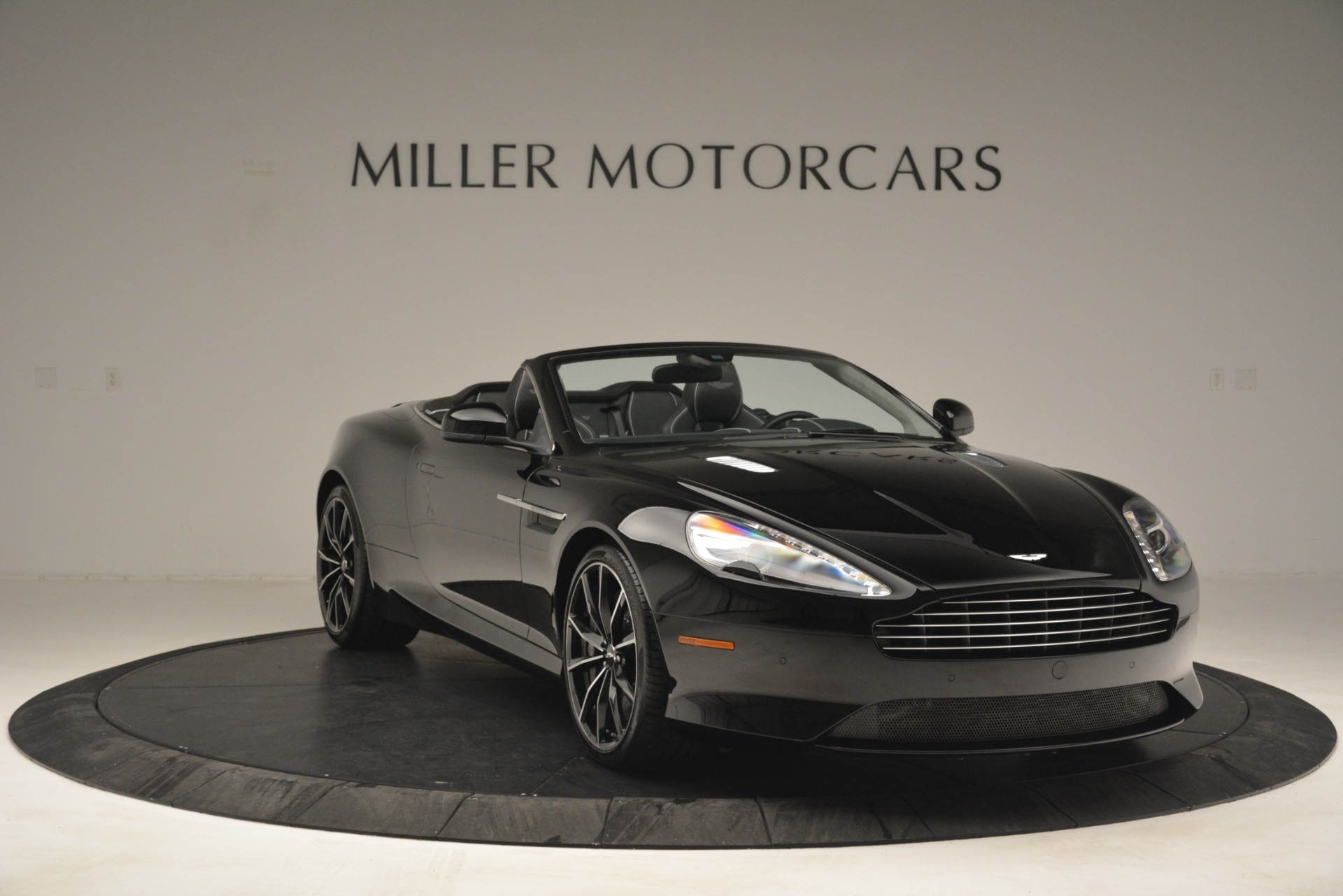 Used 2016 Aston Martin DB9 Convertible For Sale In Westport, CT 2971_p11