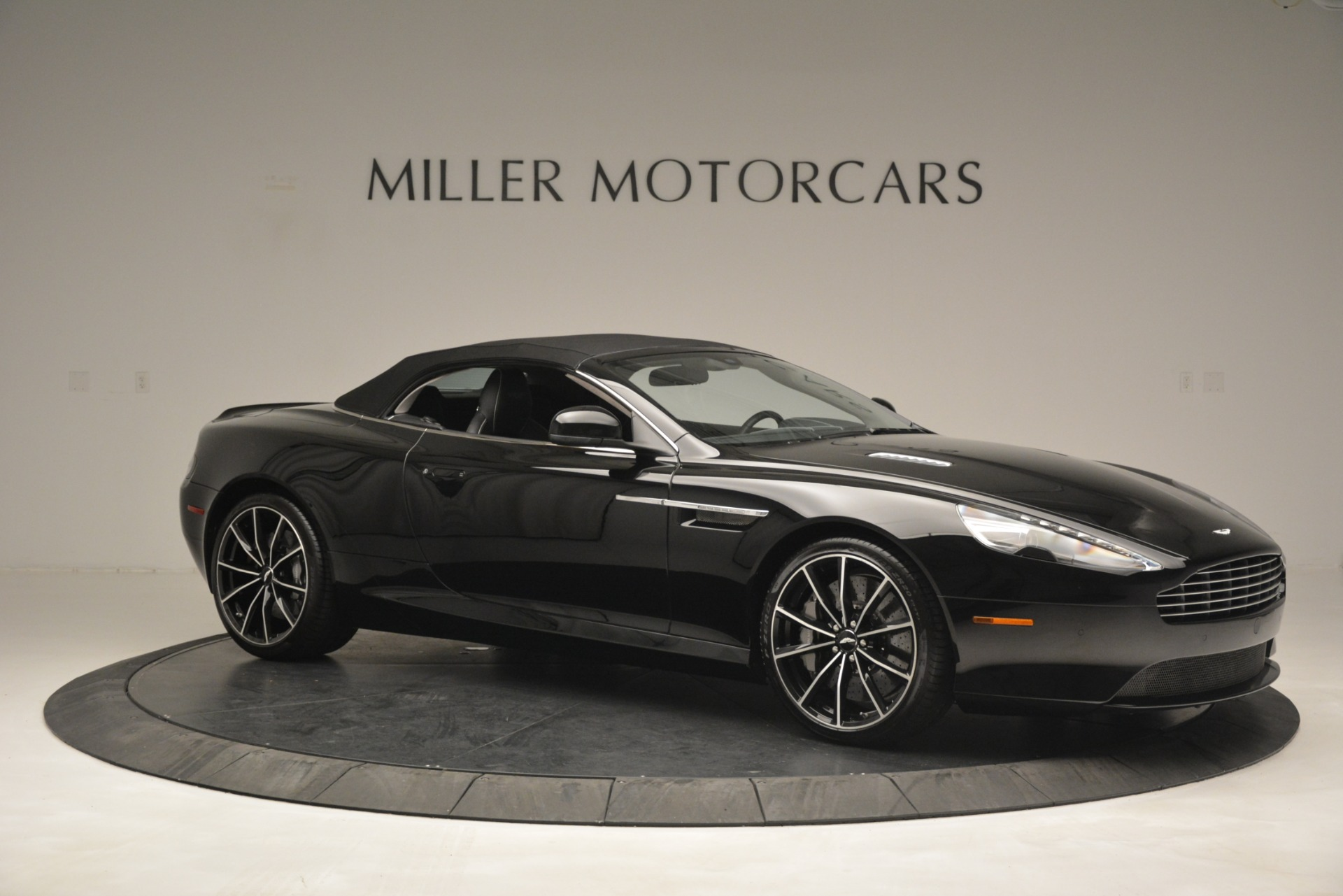 Used 2016 Aston Martin DB9 Convertible For Sale In Westport, CT 2971_p32