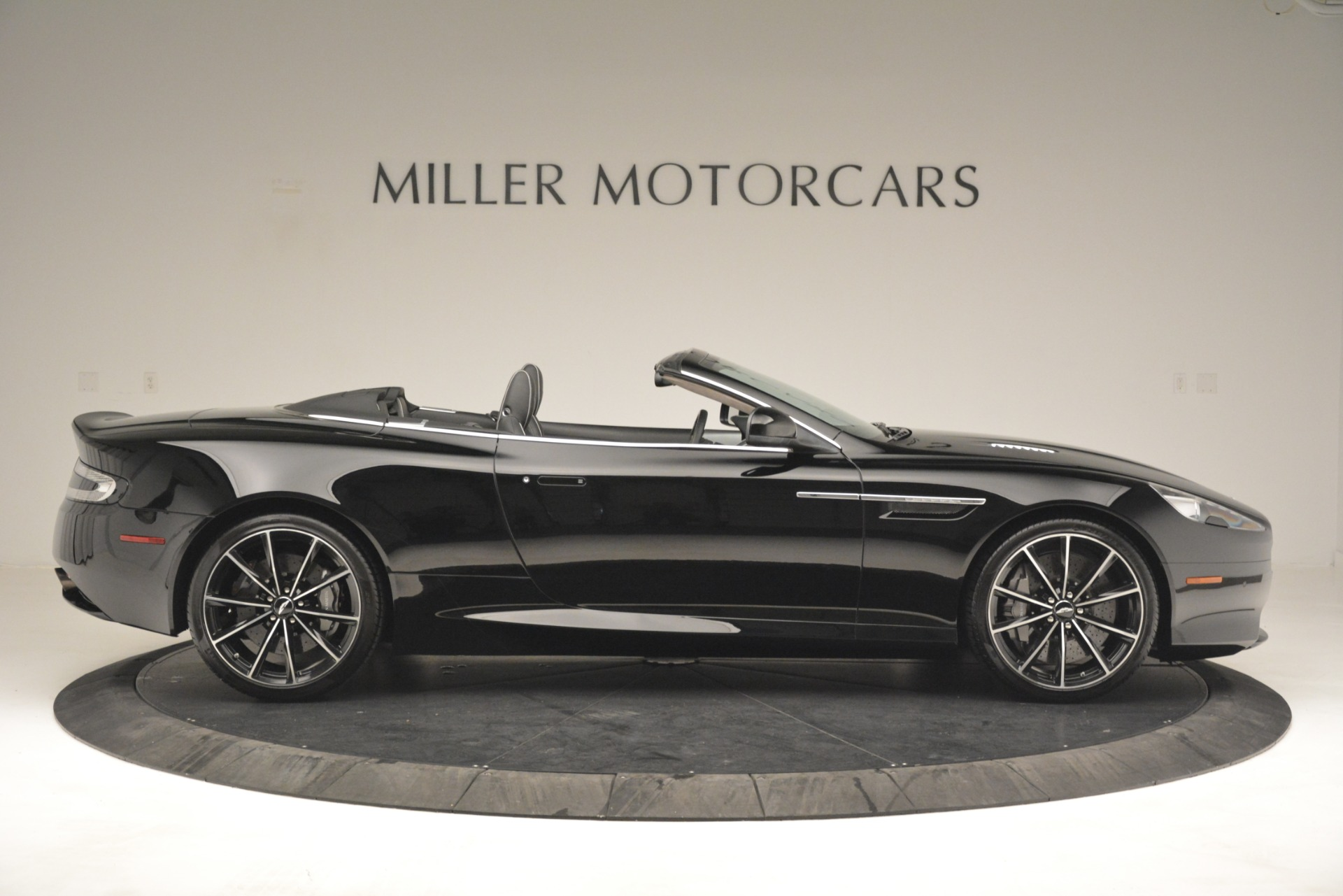Used 2016 Aston Martin DB9 Convertible For Sale In Westport, CT 2971_p9