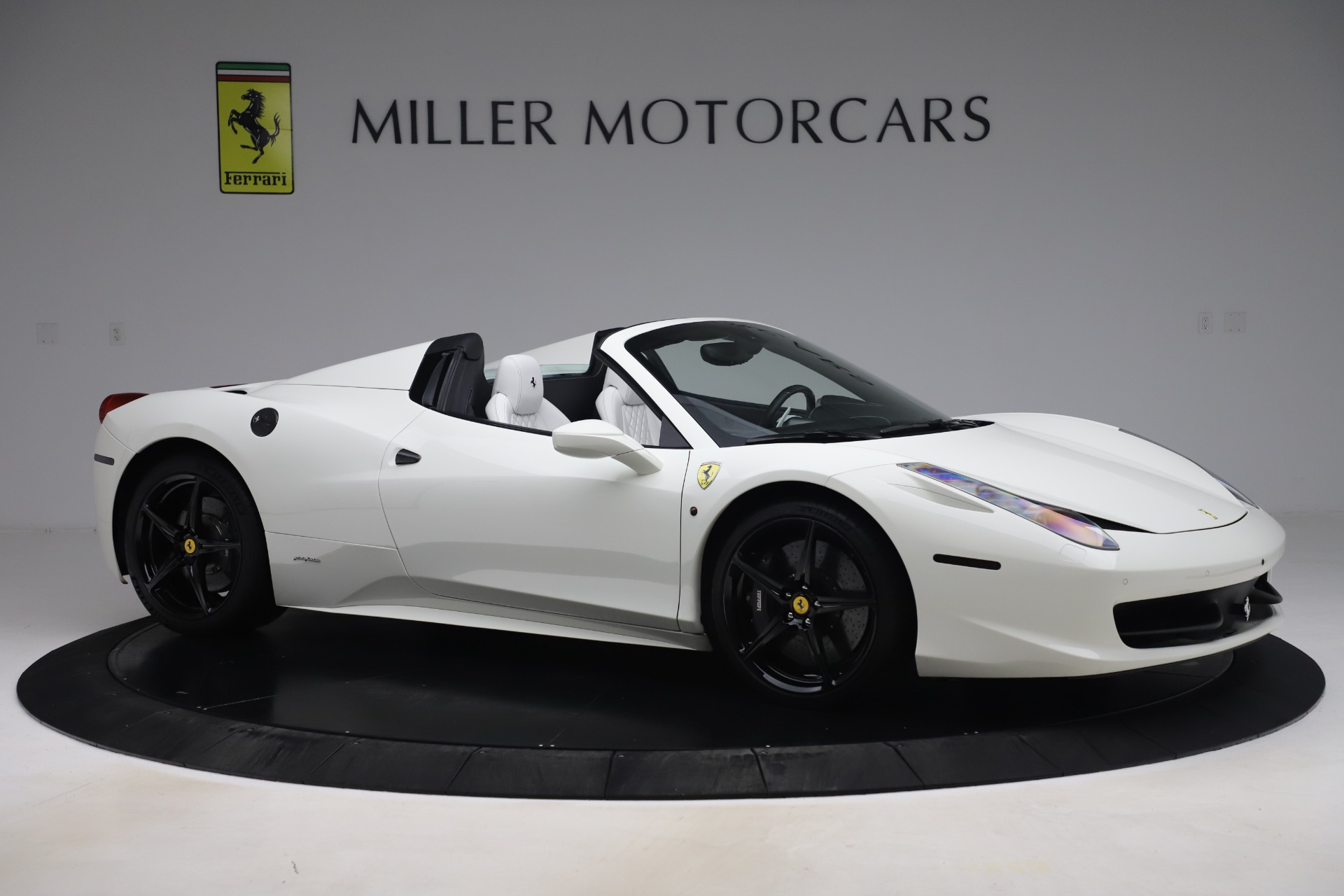 Used 2015 Ferrari 458 Spider  For Sale In Westport, CT 2979_p10