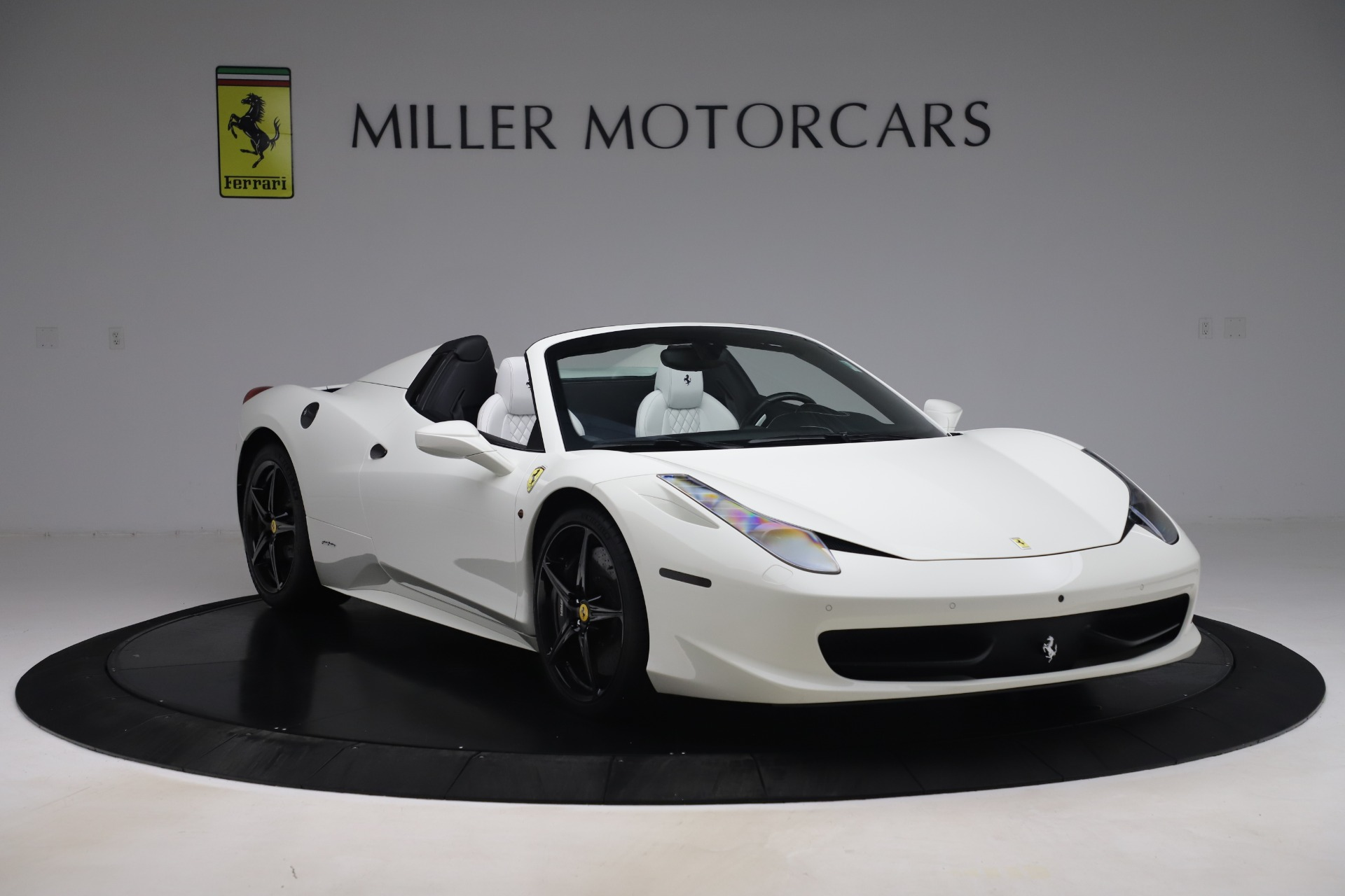 Used 2015 Ferrari 458 Spider  For Sale In Westport, CT 2979_p11