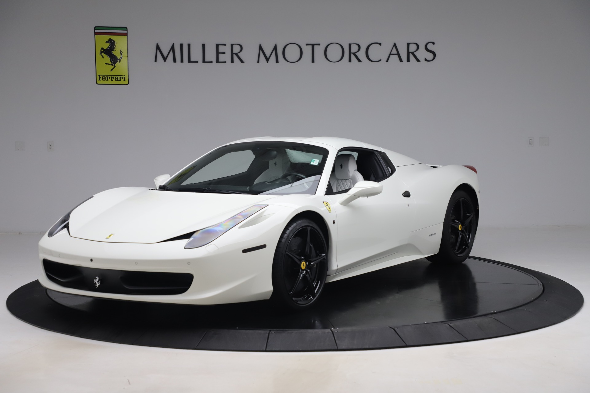 Used 2015 Ferrari 458 Spider  For Sale In Westport, CT 2979_p13