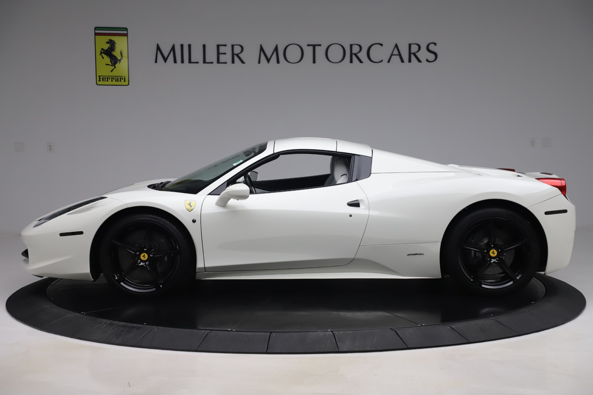 Used 2015 Ferrari 458 Spider  For Sale In Westport, CT 2979_p14