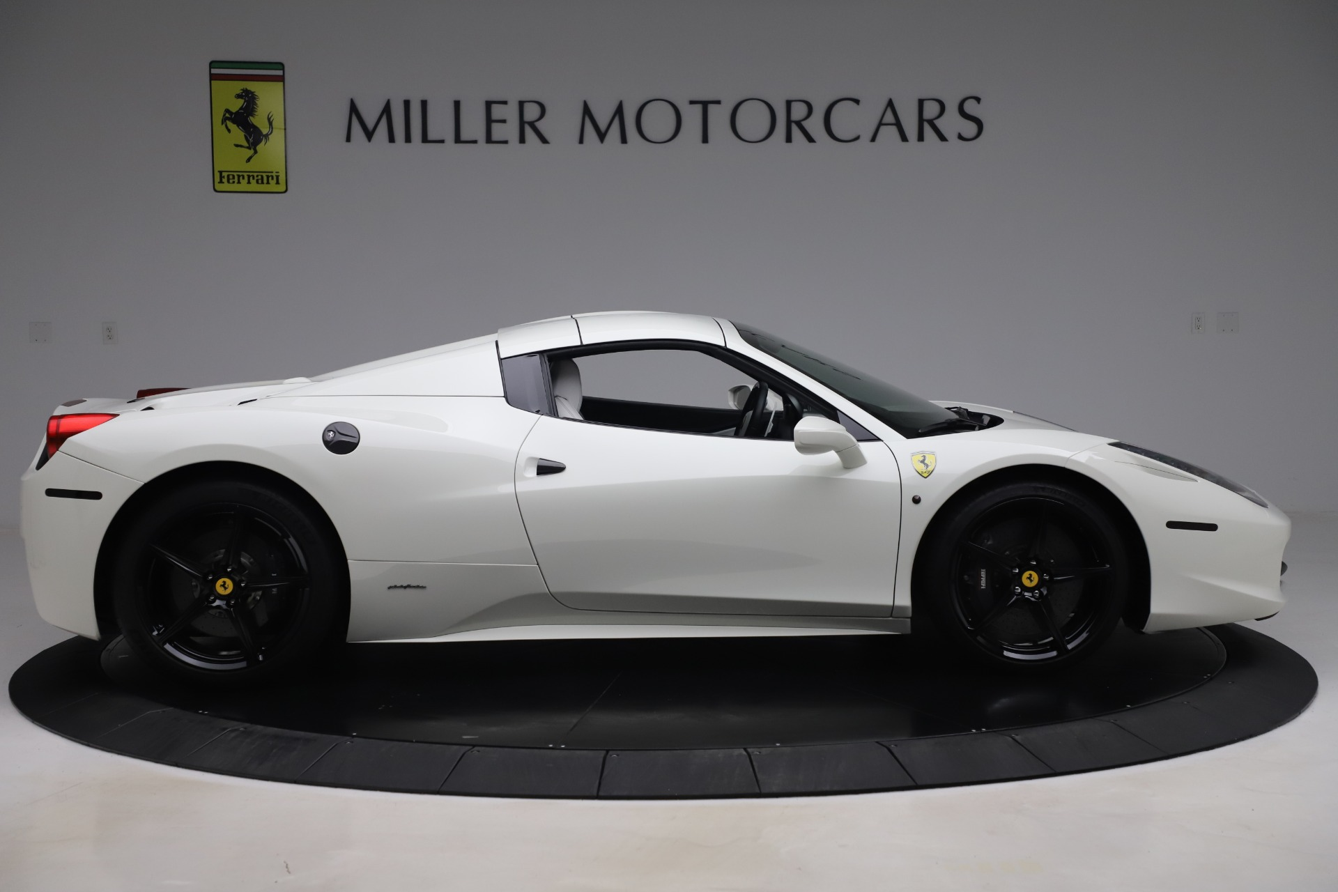 Used 2015 Ferrari 458 Spider  For Sale In Westport, CT 2979_p15
