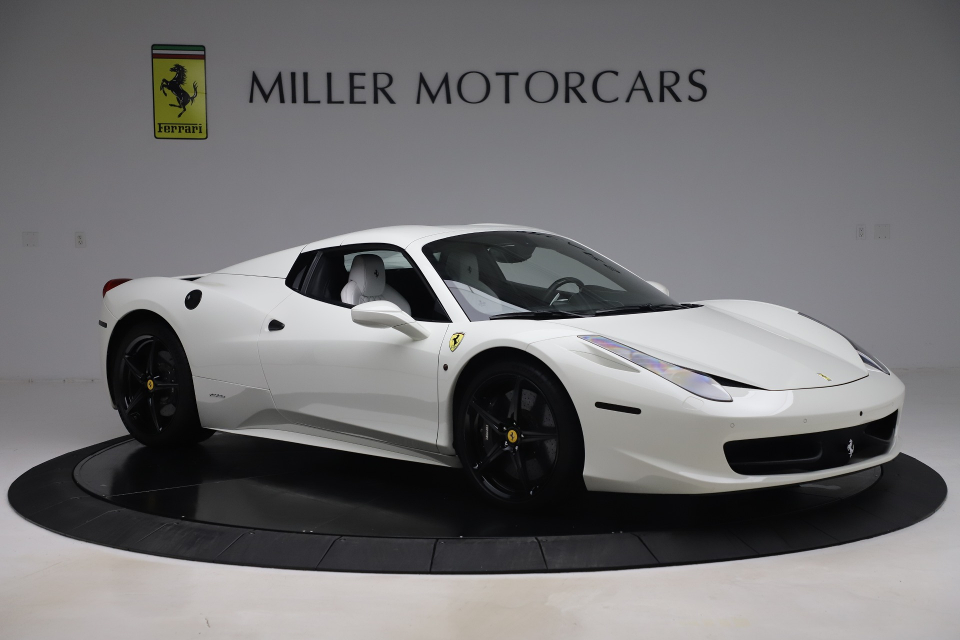 Used 2015 Ferrari 458 Spider  For Sale In Westport, CT 2979_p16