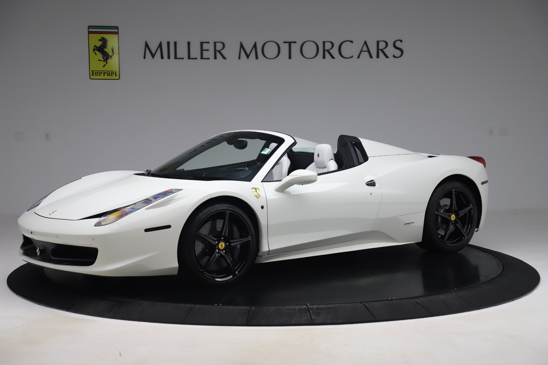 Used 2015 Ferrari 458 Spider  For Sale In Westport, CT 2979_p2