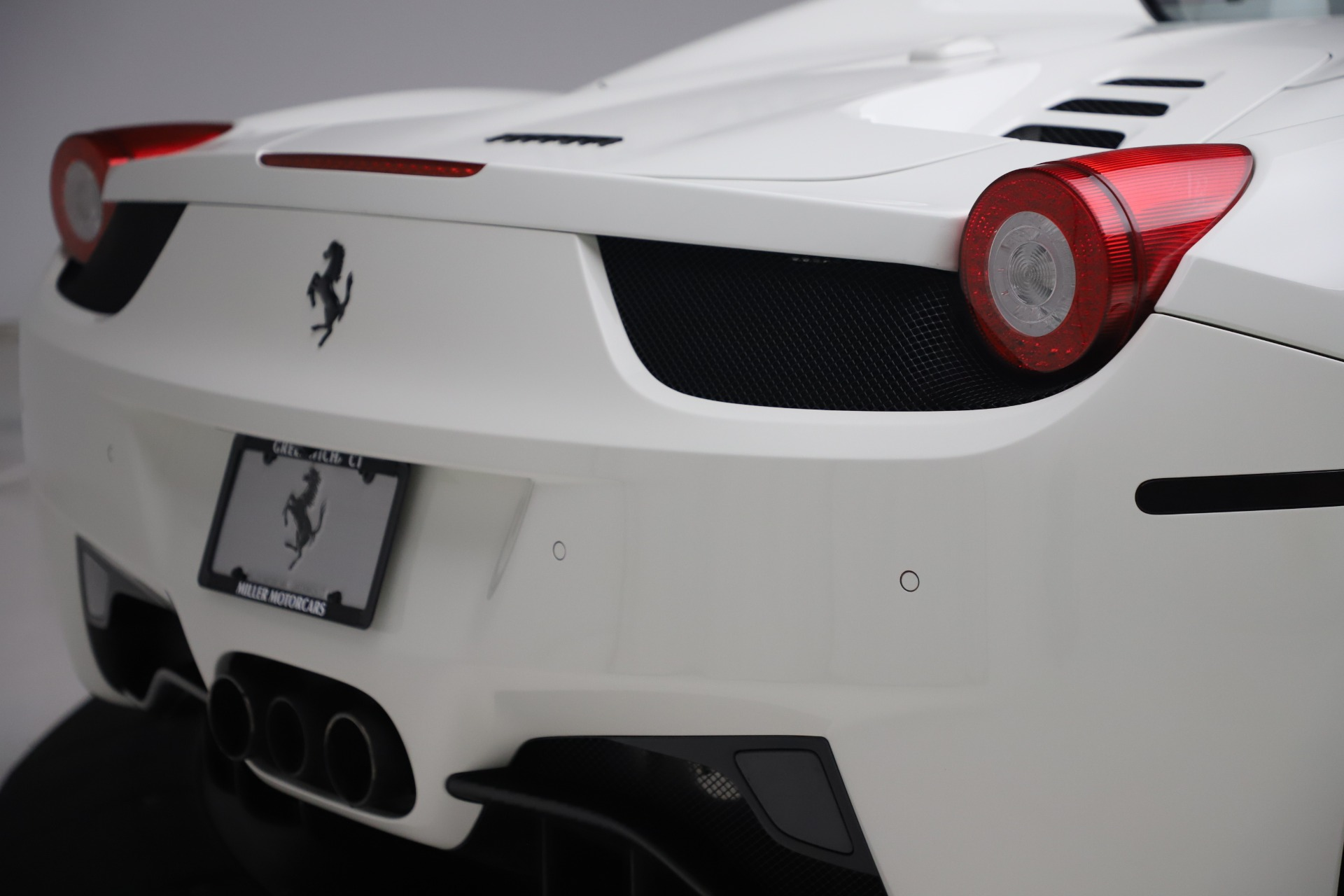 Used 2015 Ferrari 458 Spider  For Sale In Westport, CT 2979_p32
