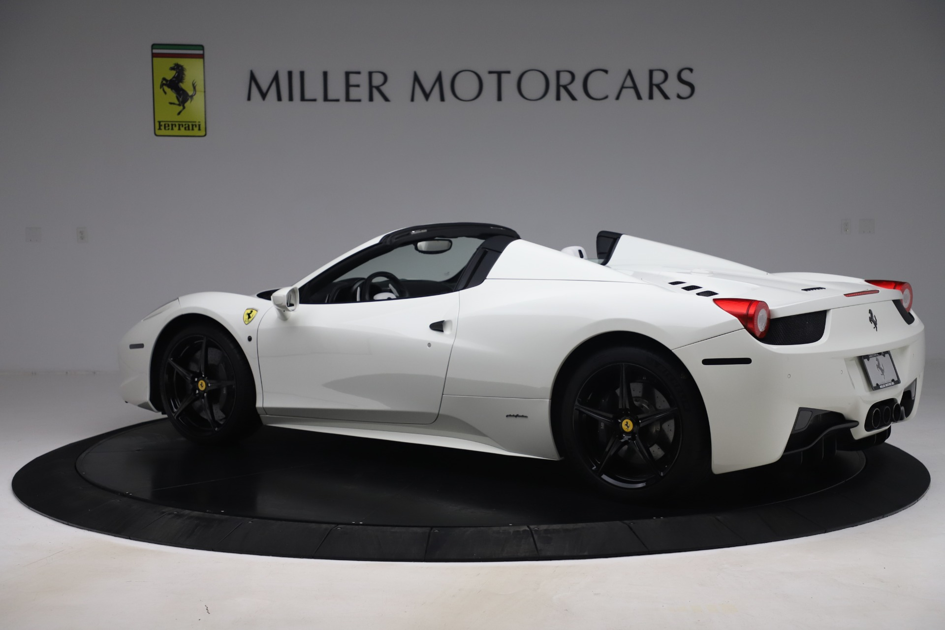 Used 2015 Ferrari 458 Spider  For Sale In Westport, CT 2979_p4