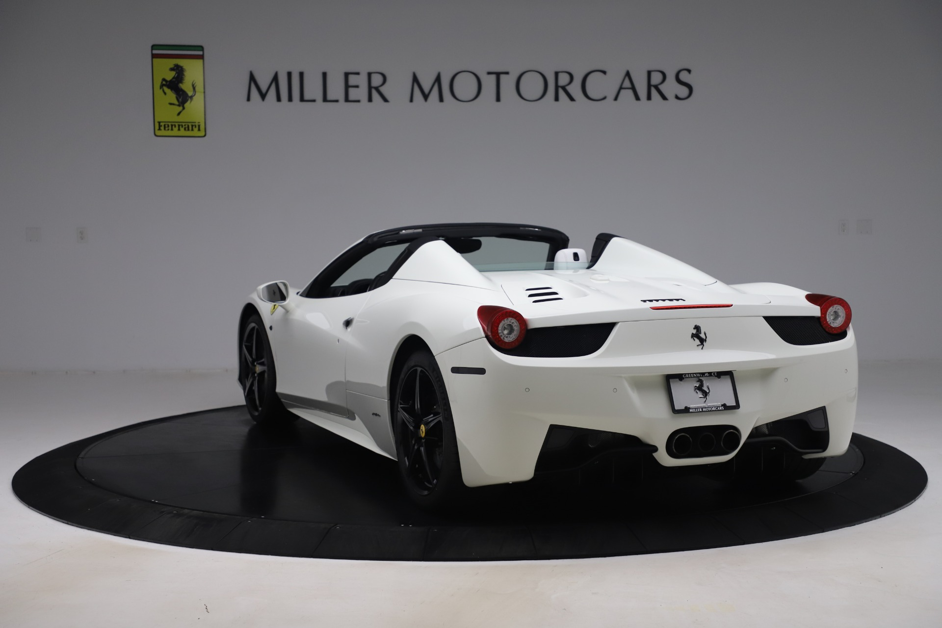 Used 2015 Ferrari 458 Spider  For Sale In Westport, CT 2979_p5