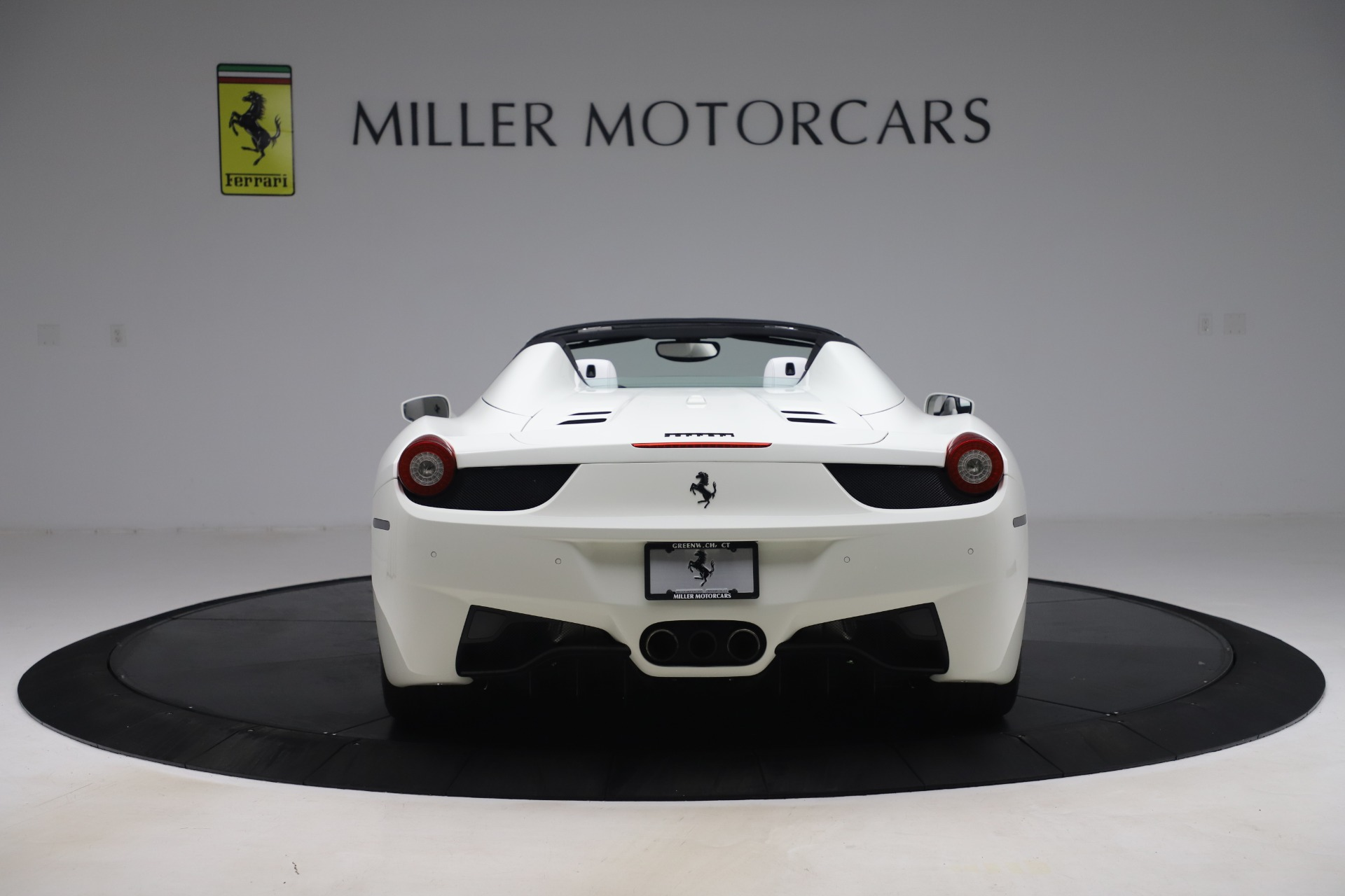 Used 2015 Ferrari 458 Spider  For Sale In Westport, CT 2979_p6