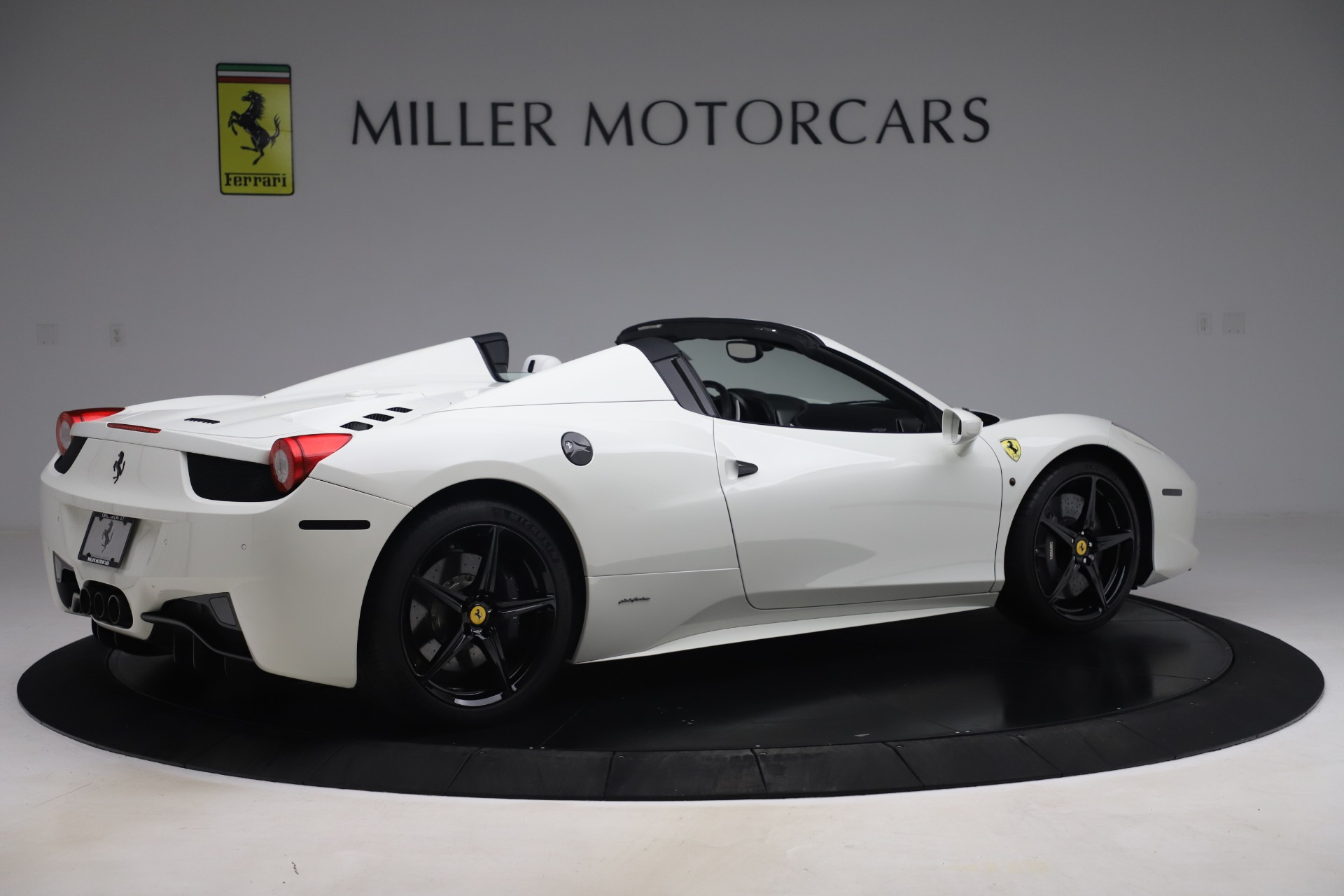 Used 2015 Ferrari 458 Spider  For Sale In Westport, CT 2979_p8