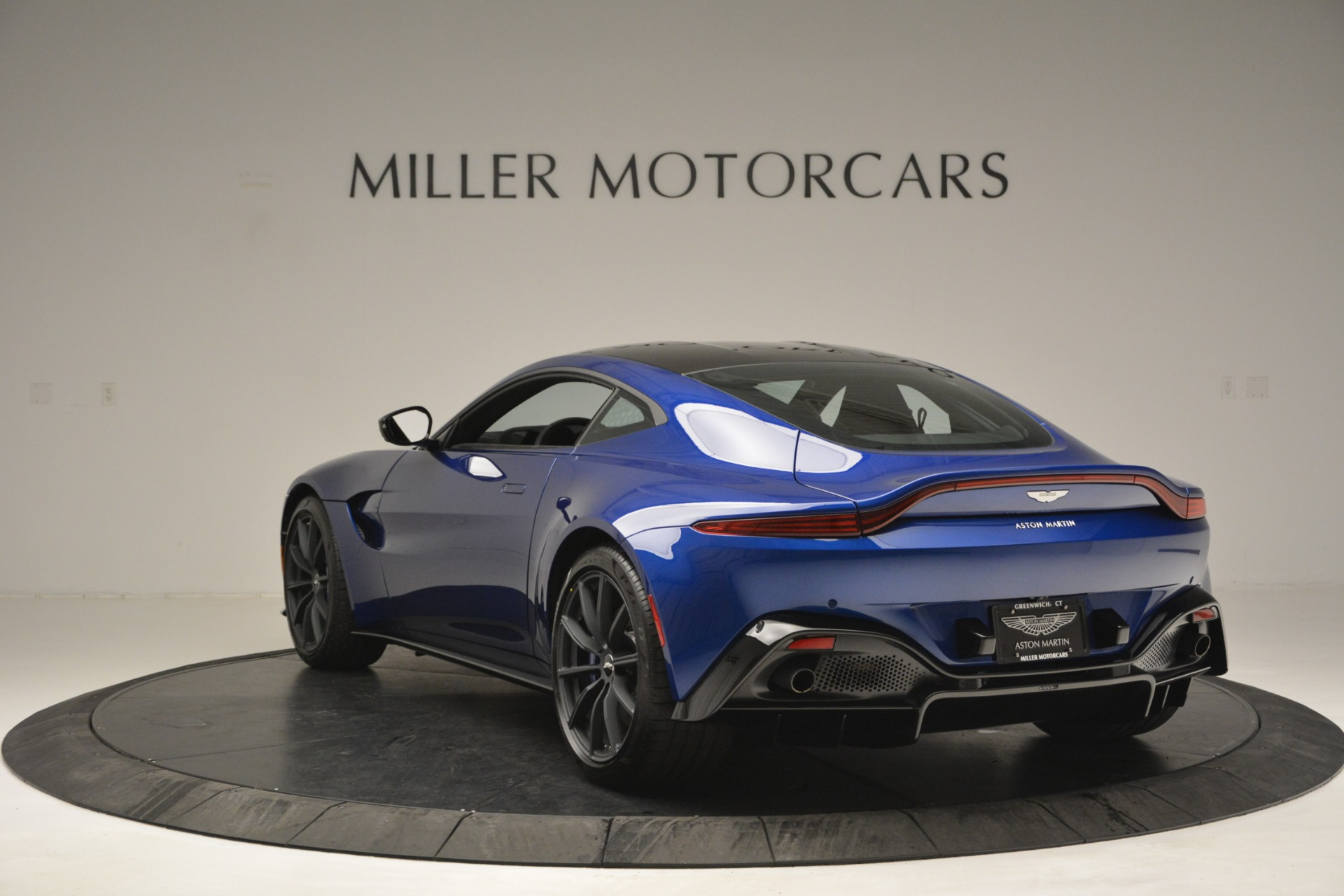 Used 2019 Aston Martin Vantage Coupe For Sale In Westport, CT 2981_p5