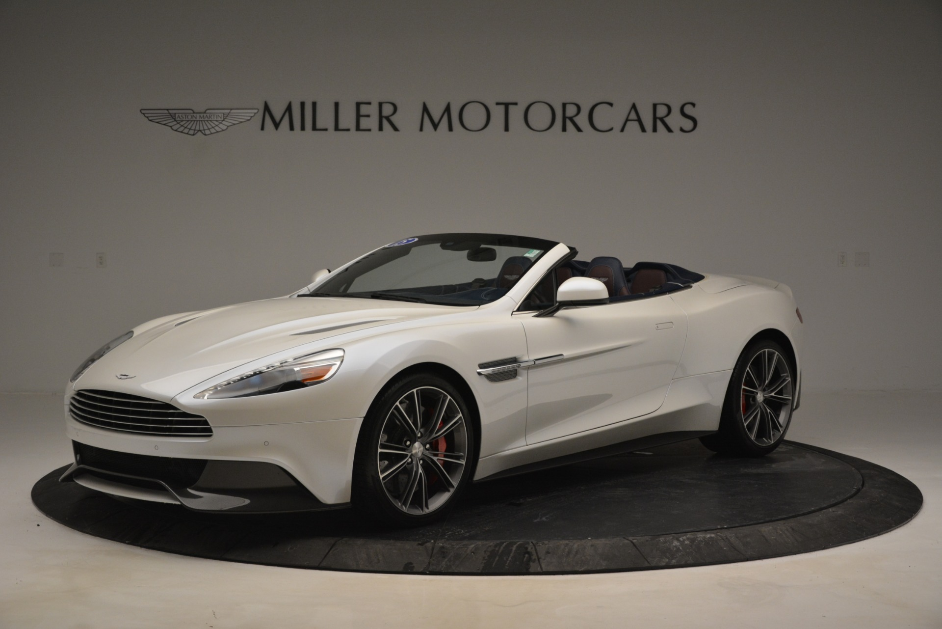 Used 2015 Aston Martin Vanquish Convertible For Sale In Westport, CT 2982_main
