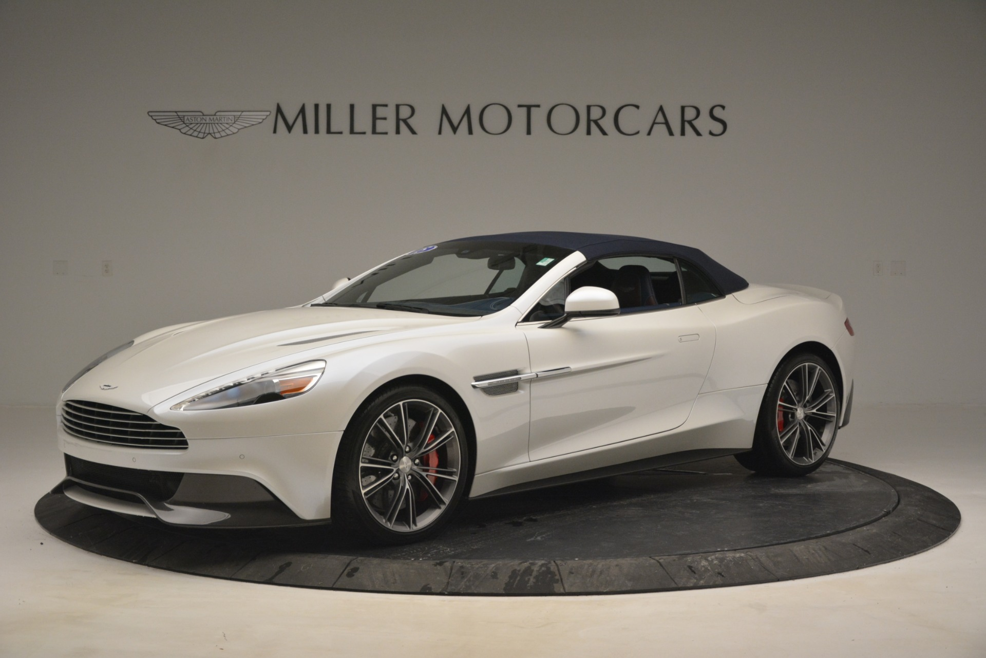 Used 2015 Aston Martin Vanquish Convertible For Sale In Westport, CT 2982_p15
