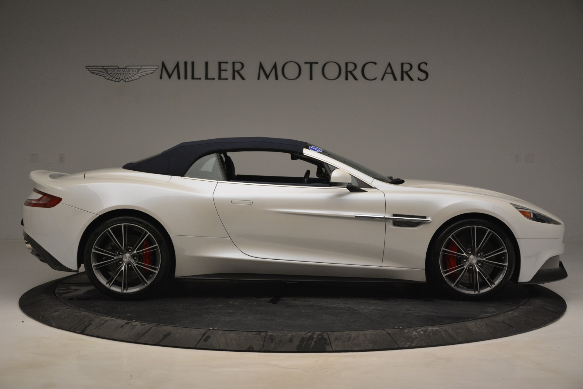 Used 2015 Aston Martin Vanquish Convertible For Sale In Westport, CT 2982_p17