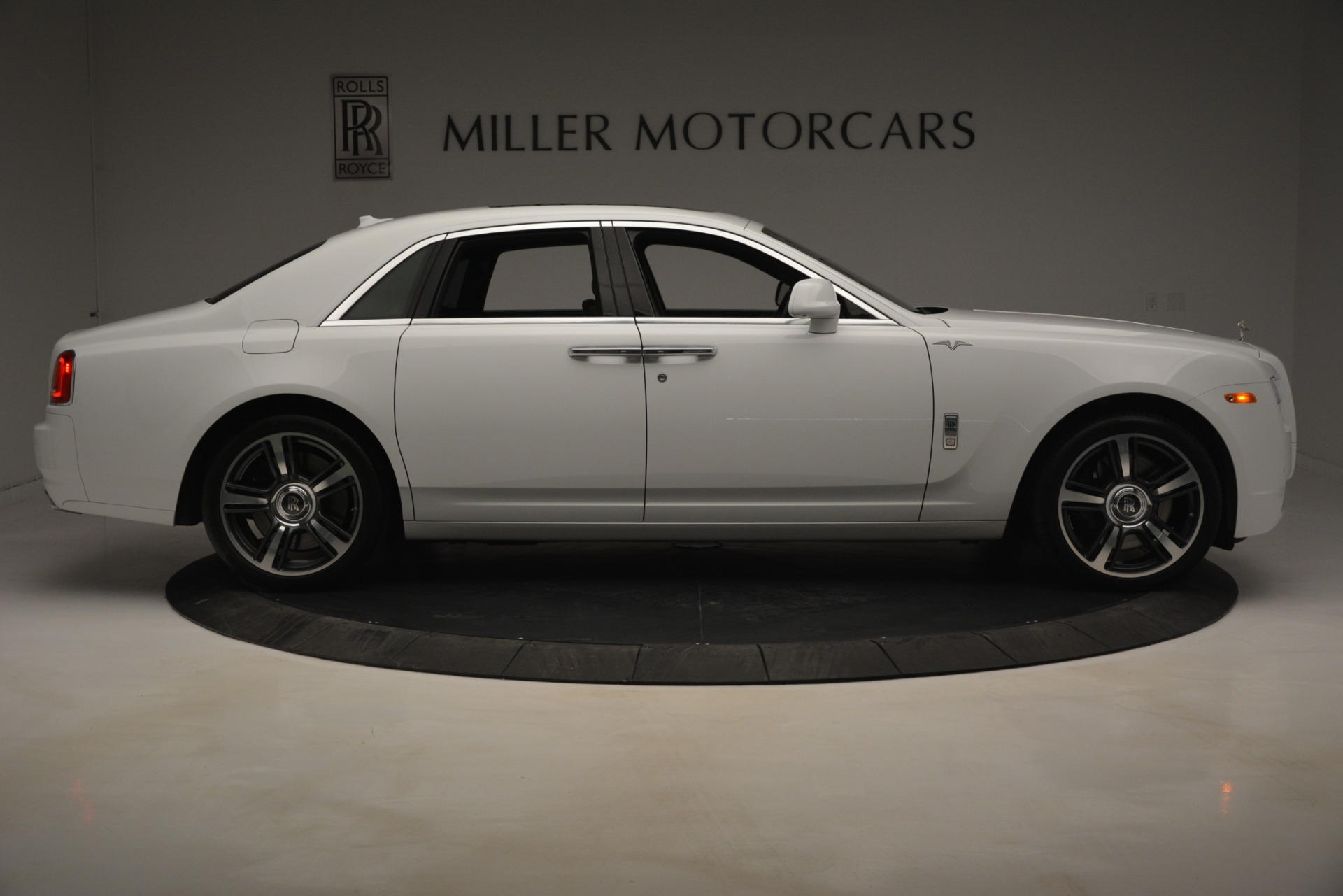 Used 2014 Rolls-Royce Ghost V-Spec For Sale In Westport, CT 2989_p11