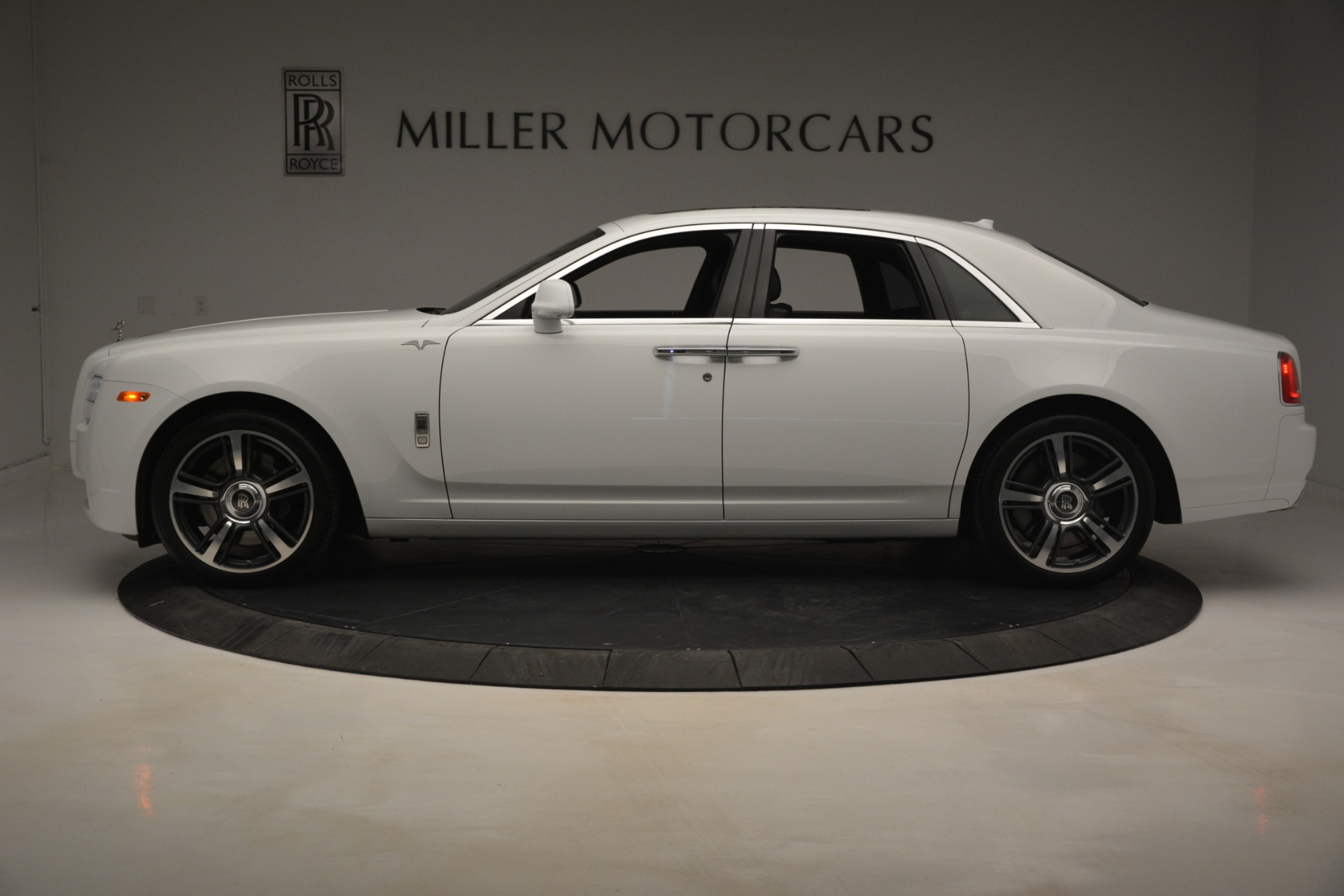 Used 2014 Rolls-Royce Ghost V-Spec For Sale In Westport, CT 2989_p4