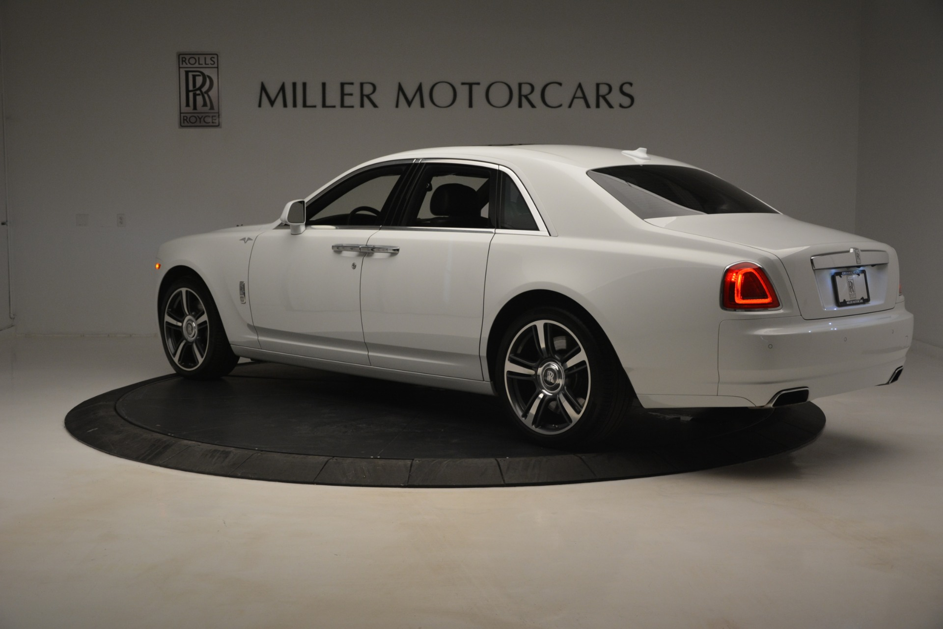 Used 2014 Rolls-Royce Ghost V-Spec For Sale In Westport, CT 2989_p5