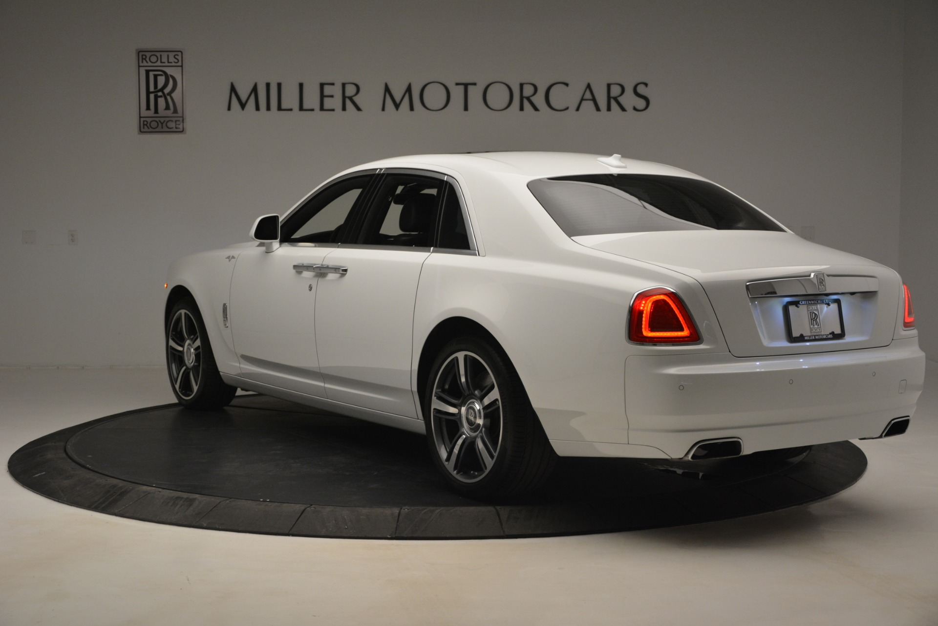 Used 2014 Rolls-Royce Ghost V-Spec For Sale In Westport, CT 2989_p6